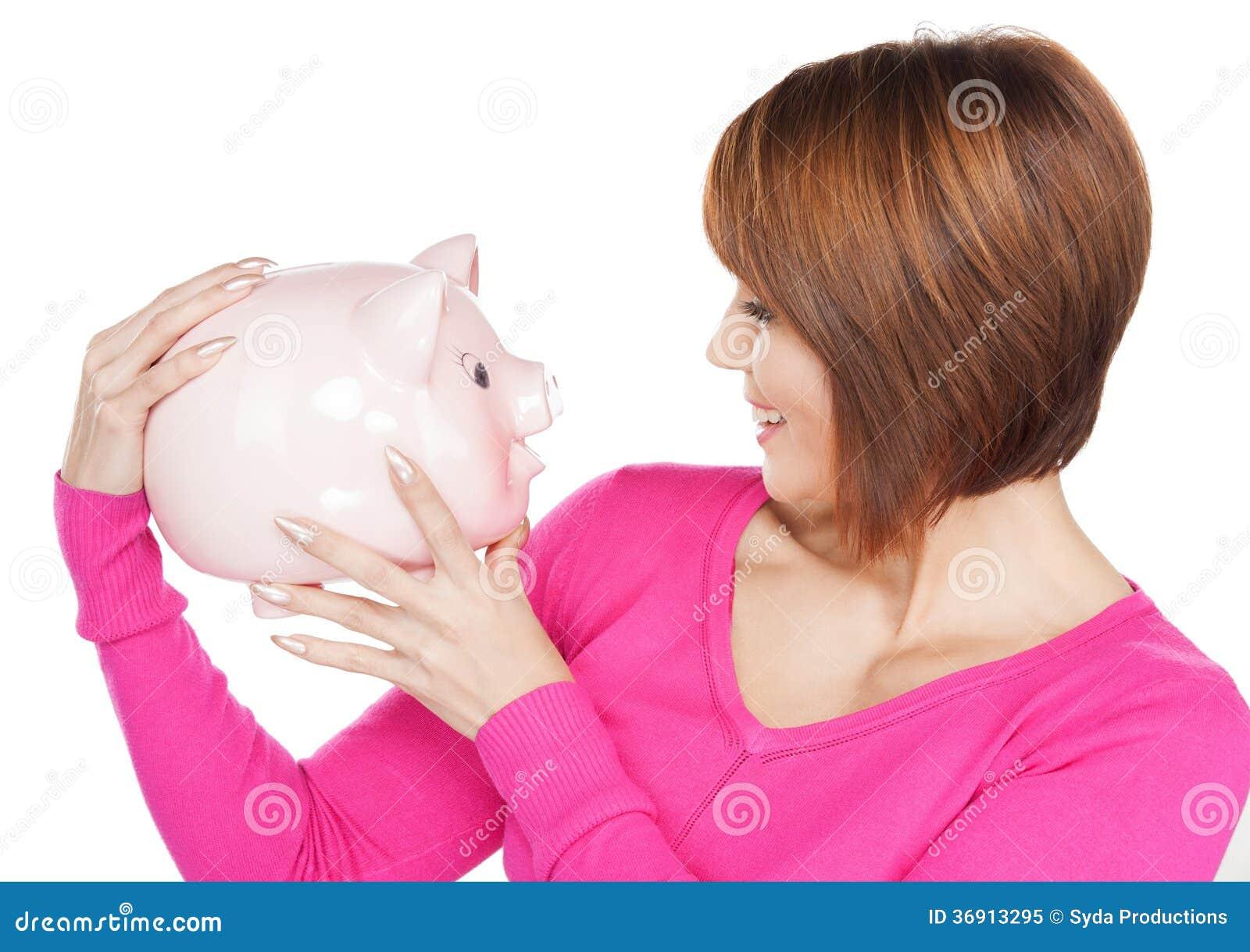 Urocza kobieta z prosiątko bankiem