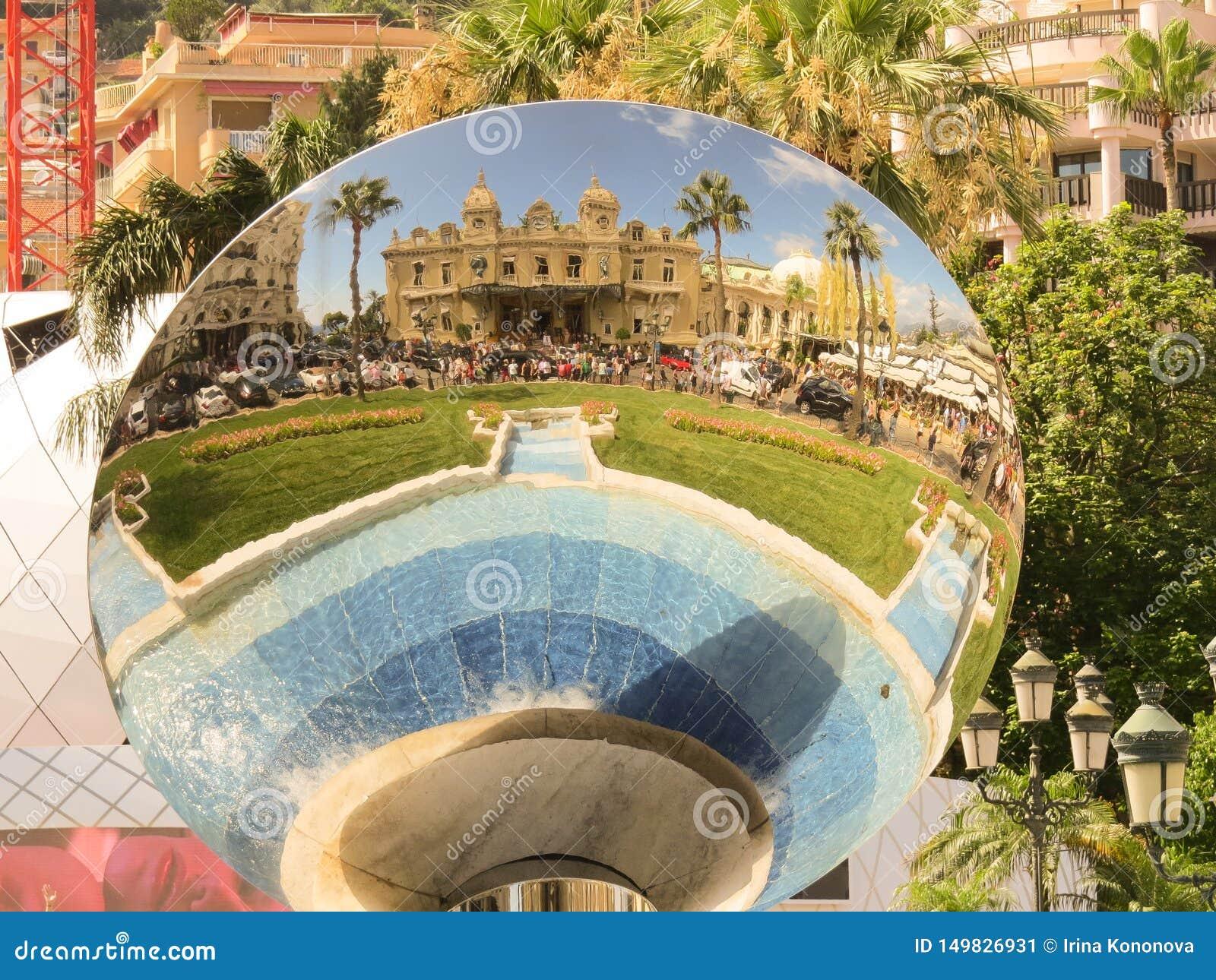 Uroczysty kasyno w Monte, Carlo - Odbicie w round lustrze