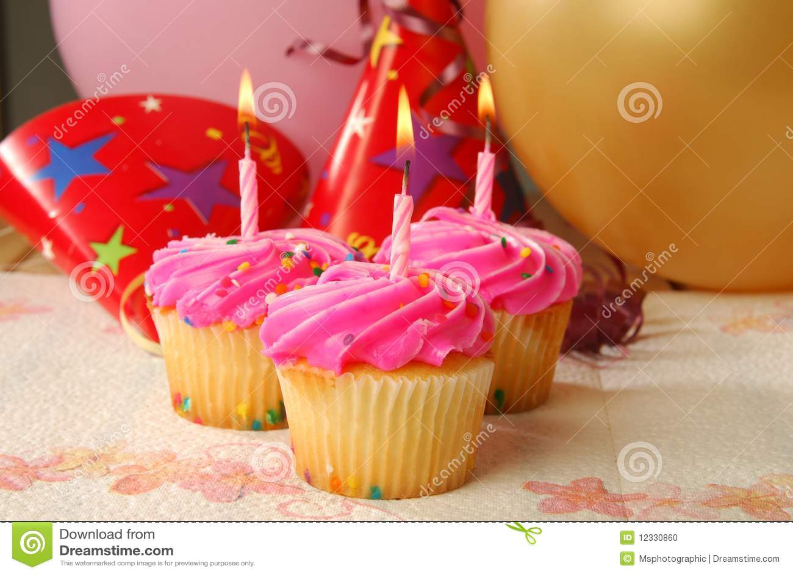 Urodzinowe babeczki trzy
