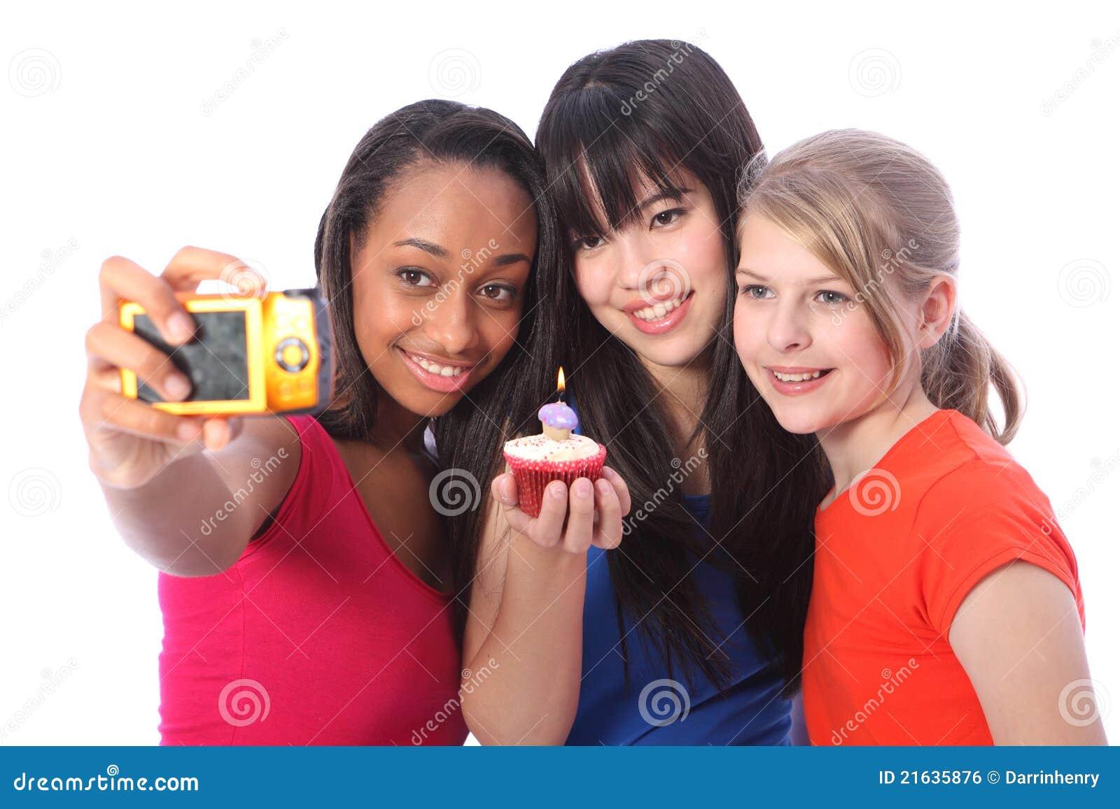 Urodzinowego torta świeczki dziewczyn fotografia nastoletnia