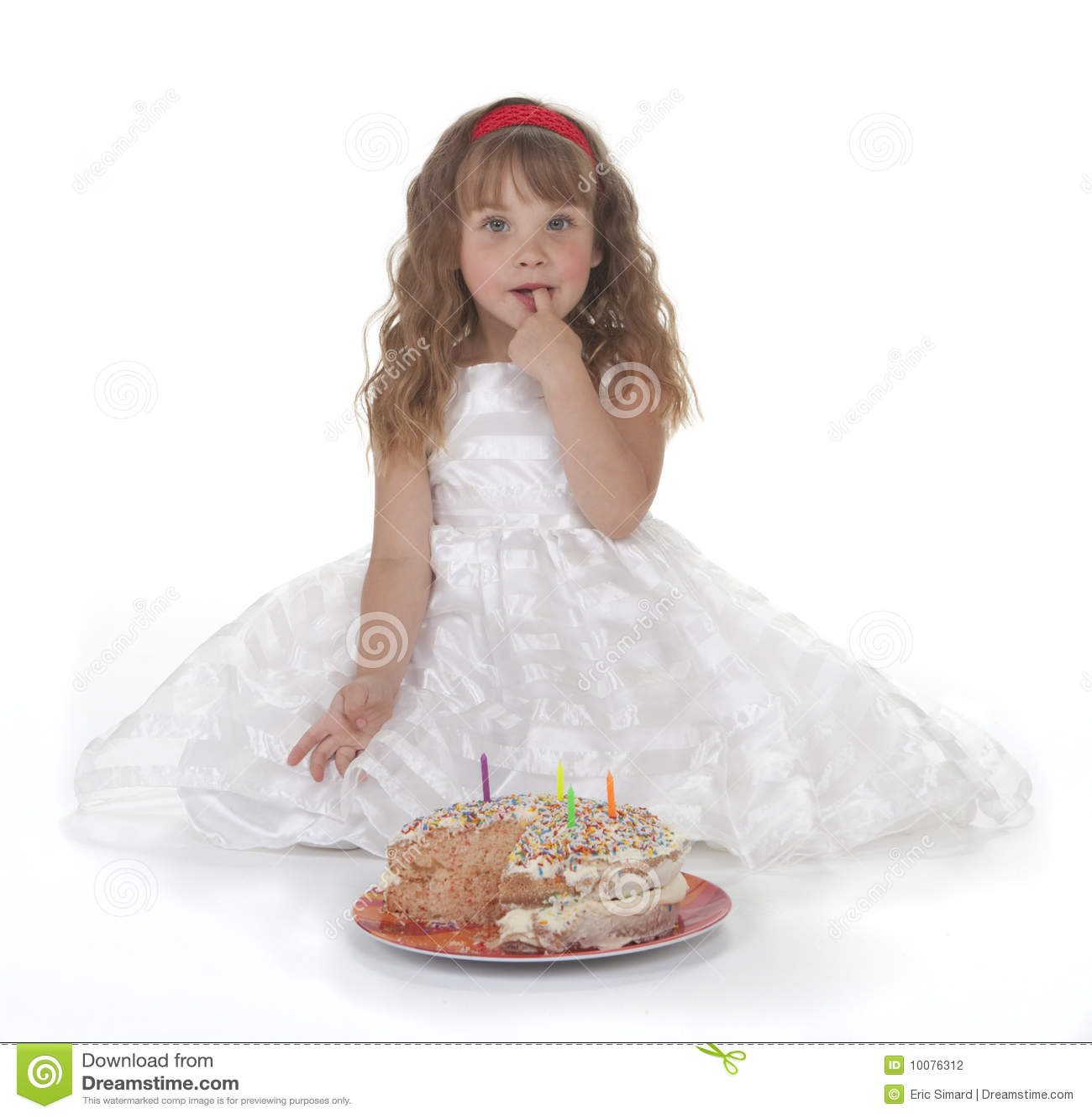 Urodzinowego torta dziewczyna