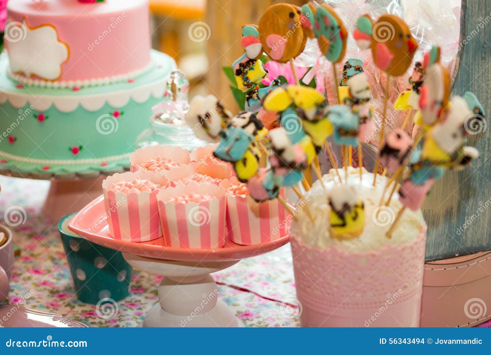Urodziny Stół Z Cukierkami Dla Dziecka Przyjęcia Zdjęcie Stock