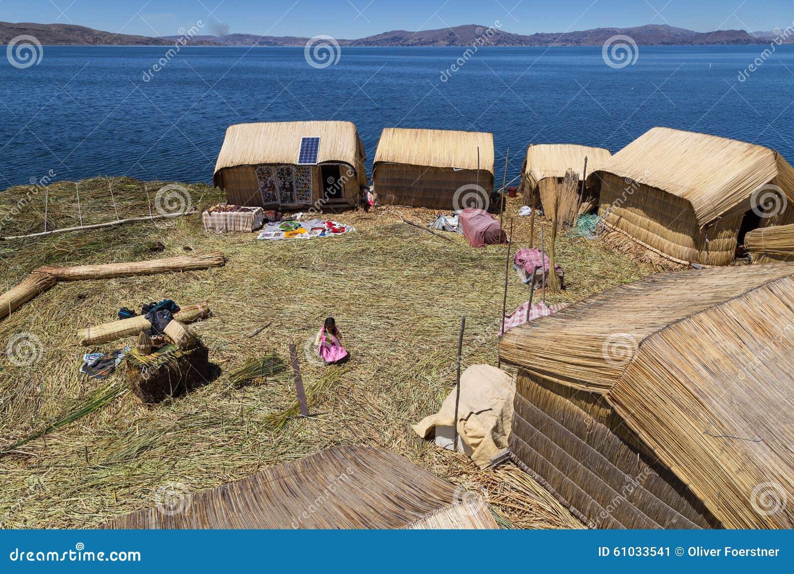 Uros Titino浮动海岛