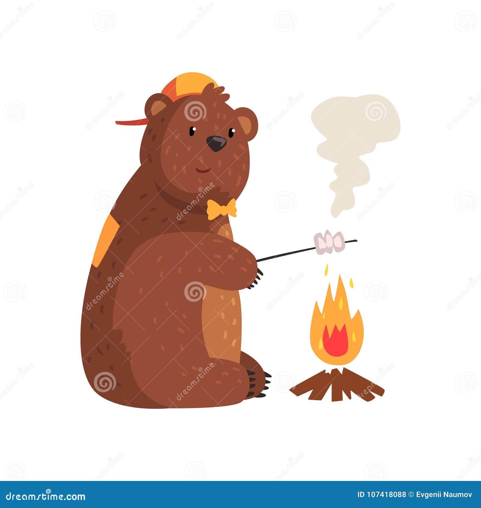 Urso dos desenhos animados que frita o marshmallow no fogo nas madeiras adorable