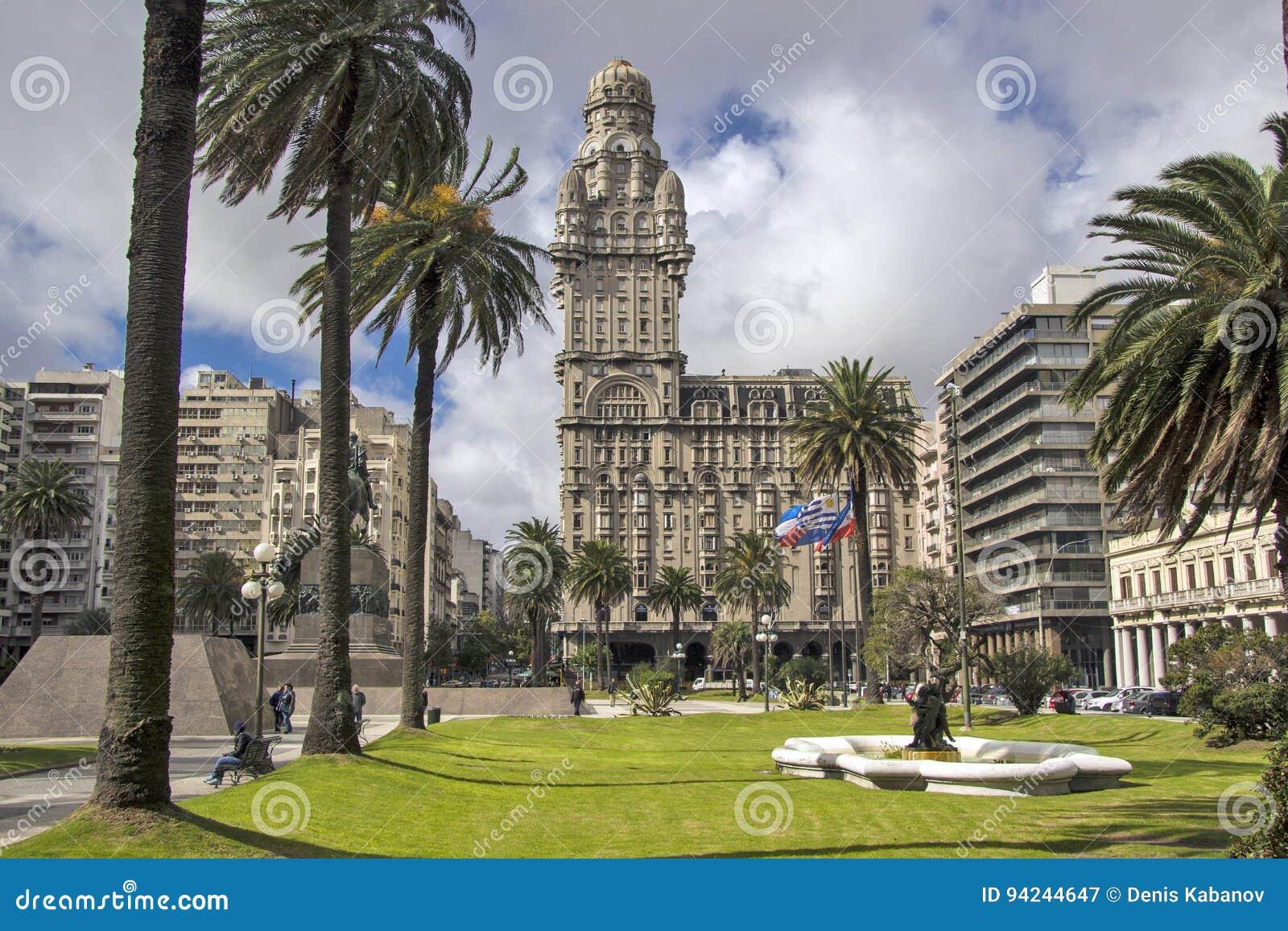 Uruguai - Montevideo - Salvo Palace Palacio centralmente encontrado S