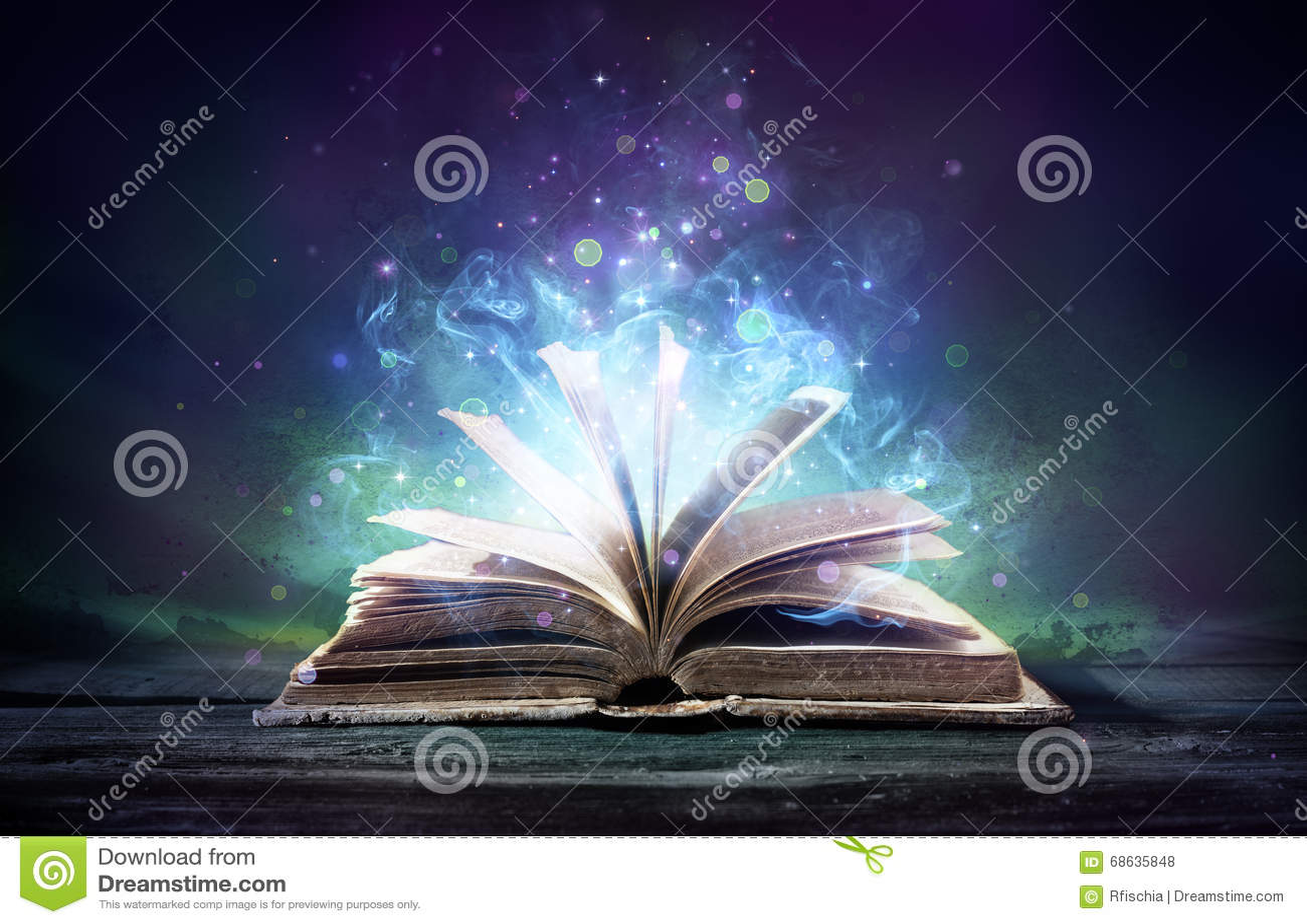 Urzeczona książka Z Magicznymi łunami