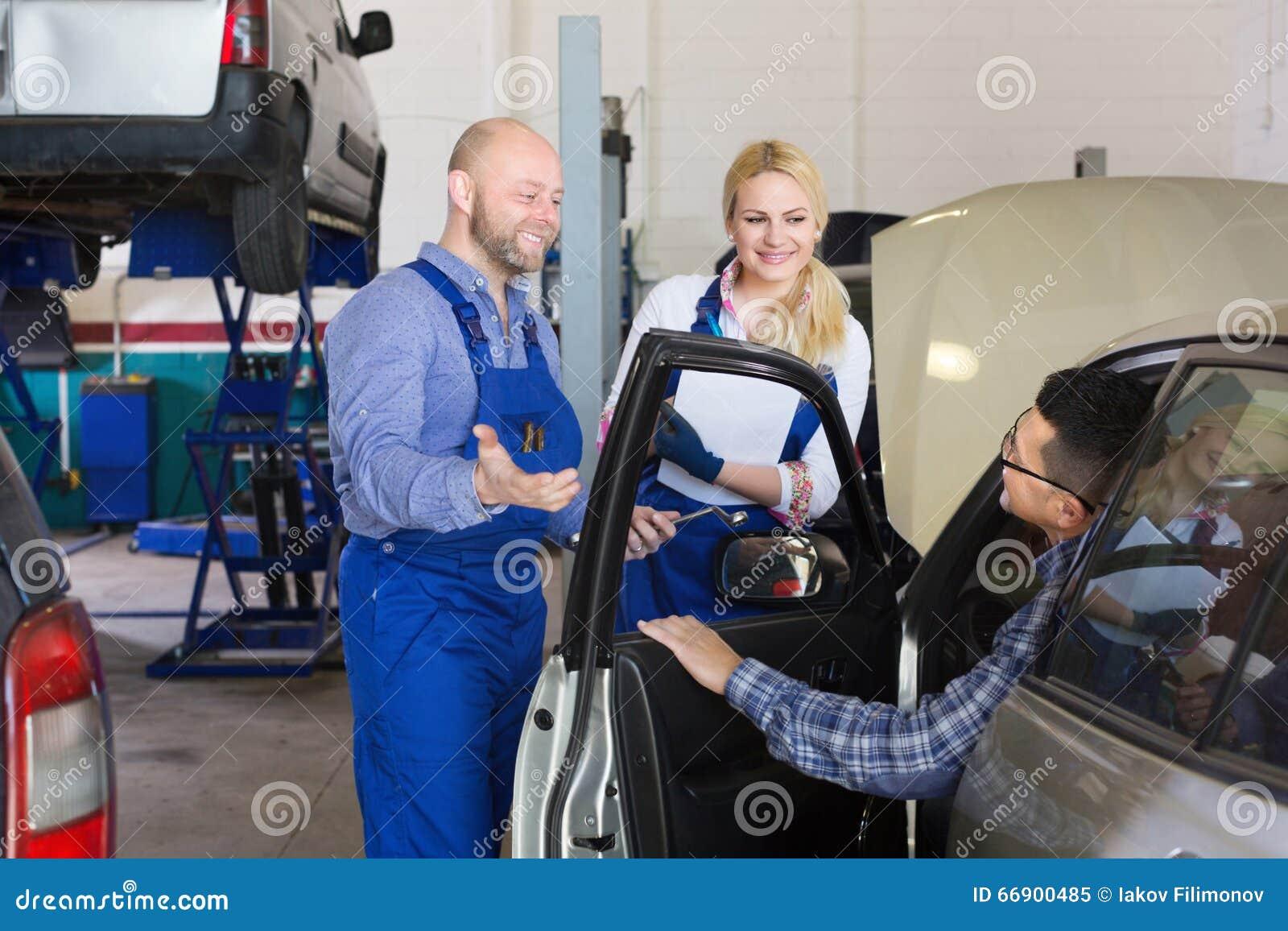 Usługowa załoga i kierowca