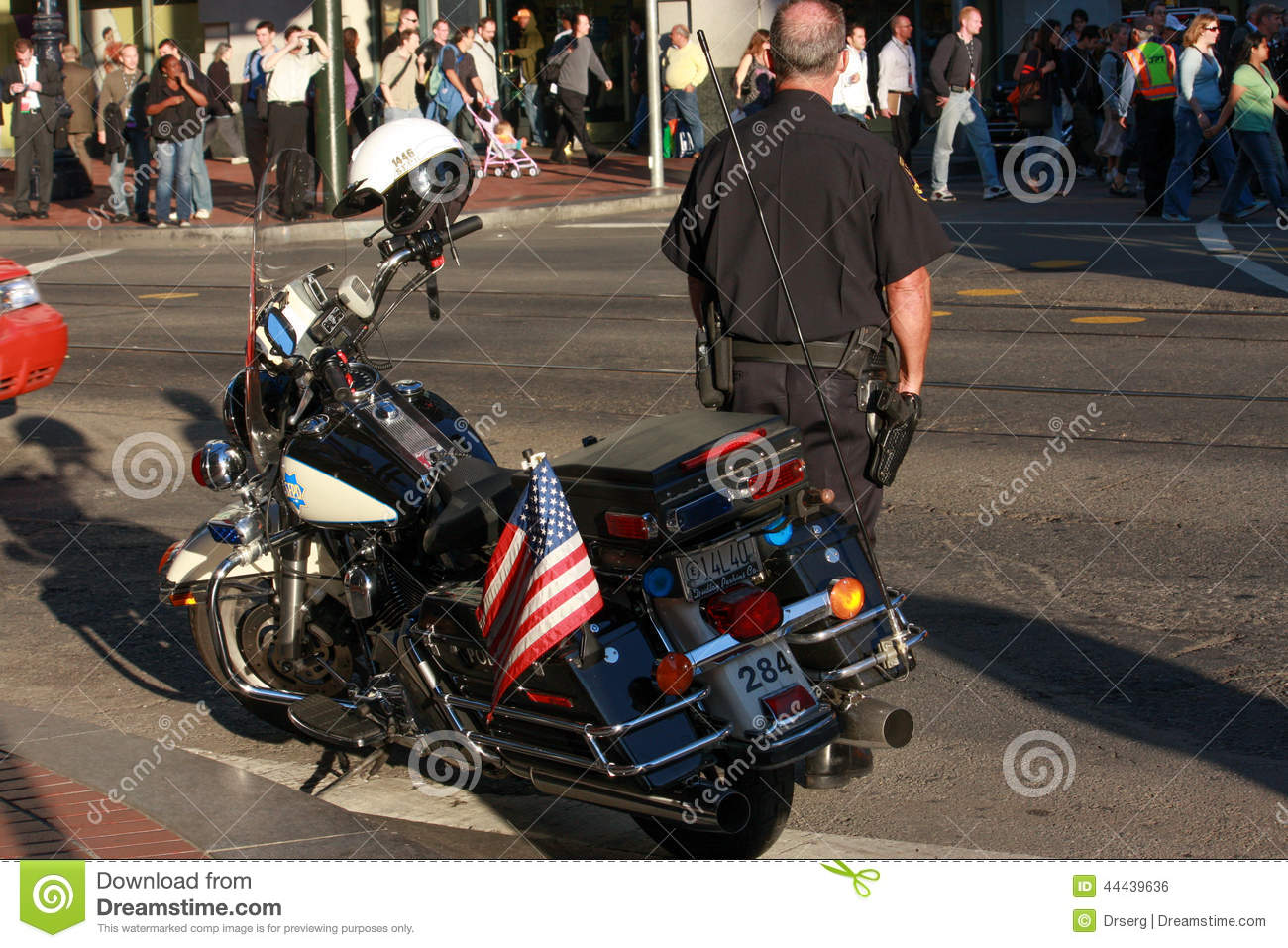 us policeman In the united states, there are some law enforcement agencies that are not called police forces but carry out similar work, such as the federal bureau of investigations one common type is a sheriff's office (also sheriff's department ), an agency that is led by a sheriff .