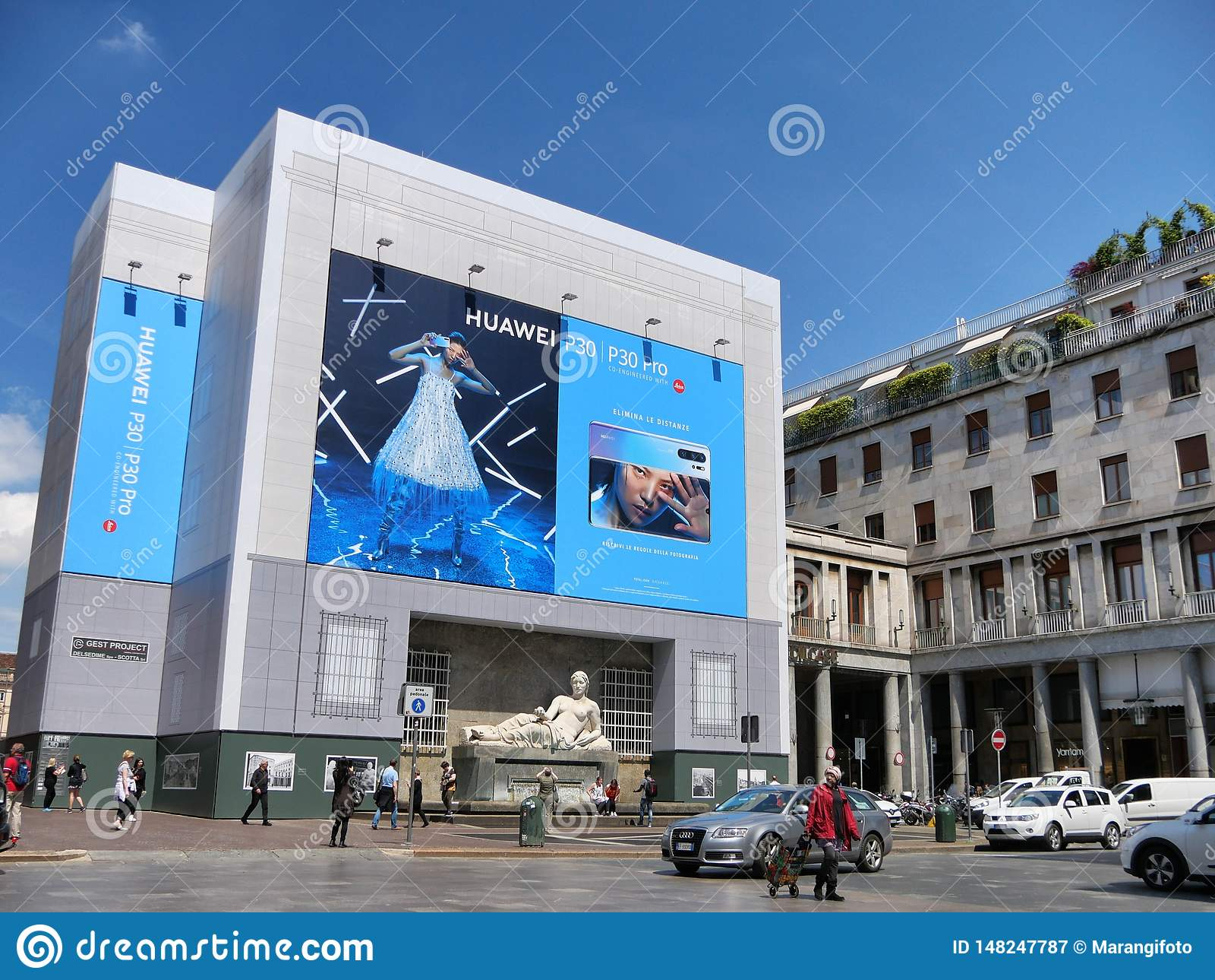 USA f?rbud HUAWEI - enorma Huawei som annonserar affischtavlan p? sk?rmcentrum