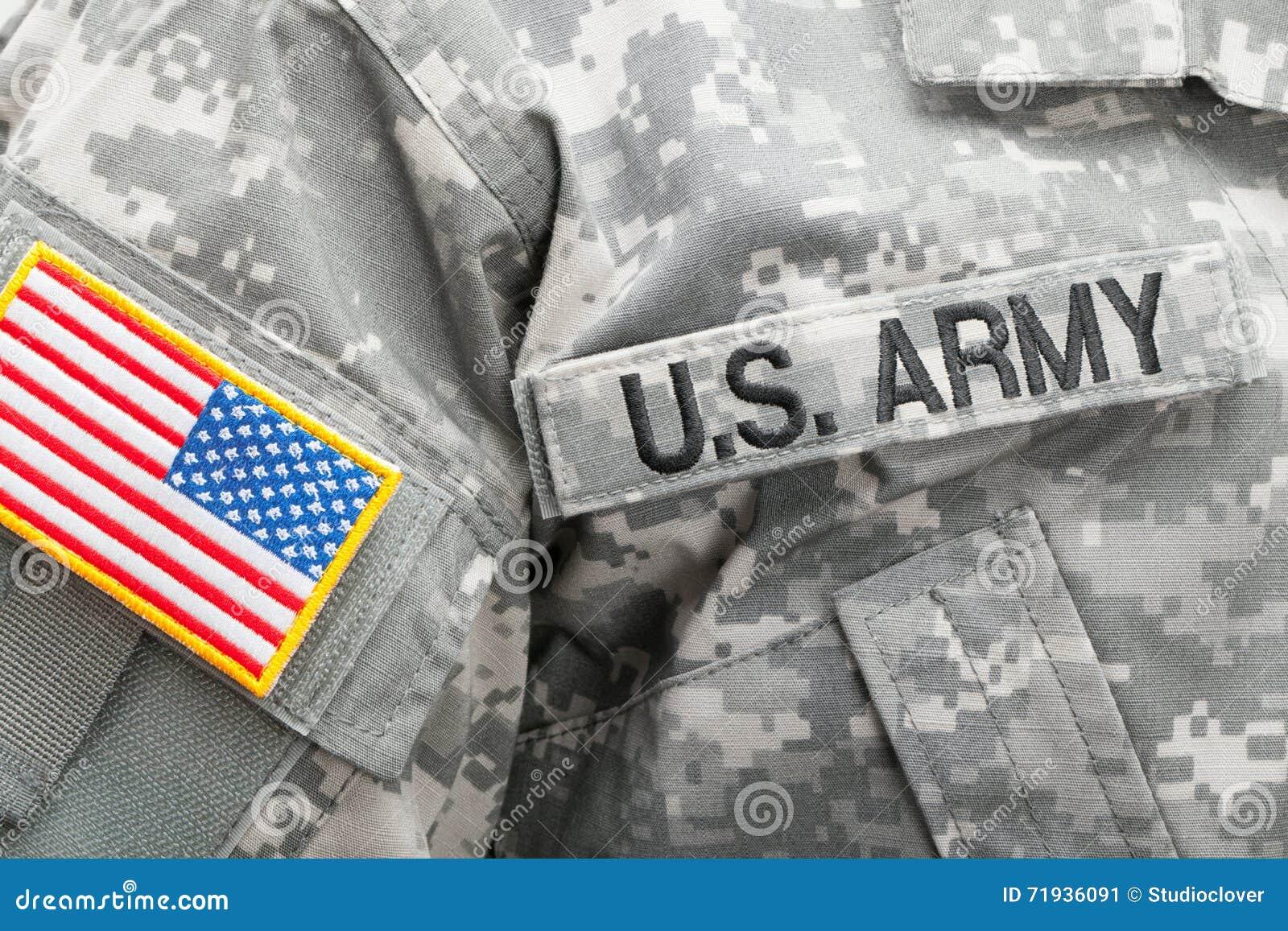 USA-flagga och U S ARMÉlapp på den militära likformign - studioskott
