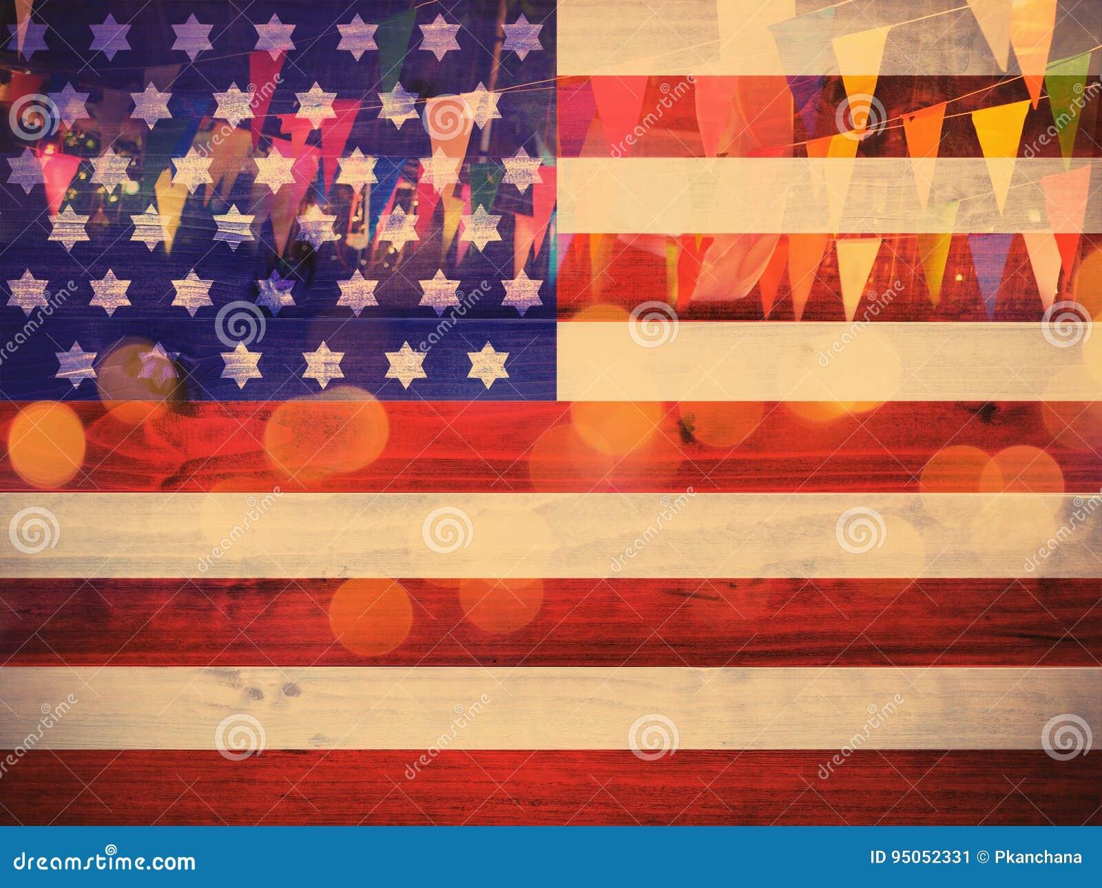 USA-Flaggenmuster auf hölzernem Nd-Parteidekorationshintergrund