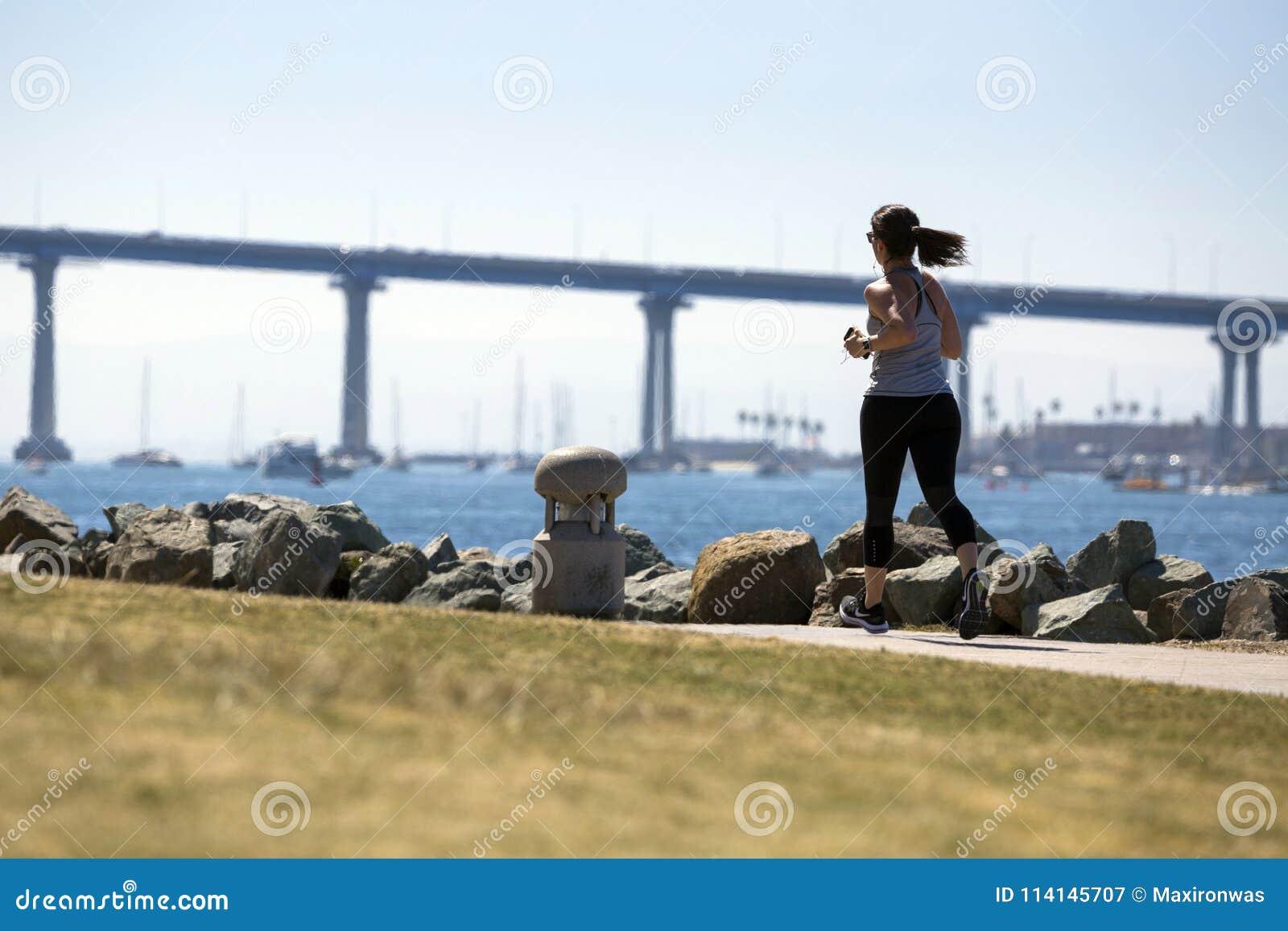 USA - Kalifornien - San Diego - embarcadero Jachthafenpark und Coronado-Brückenpanorama