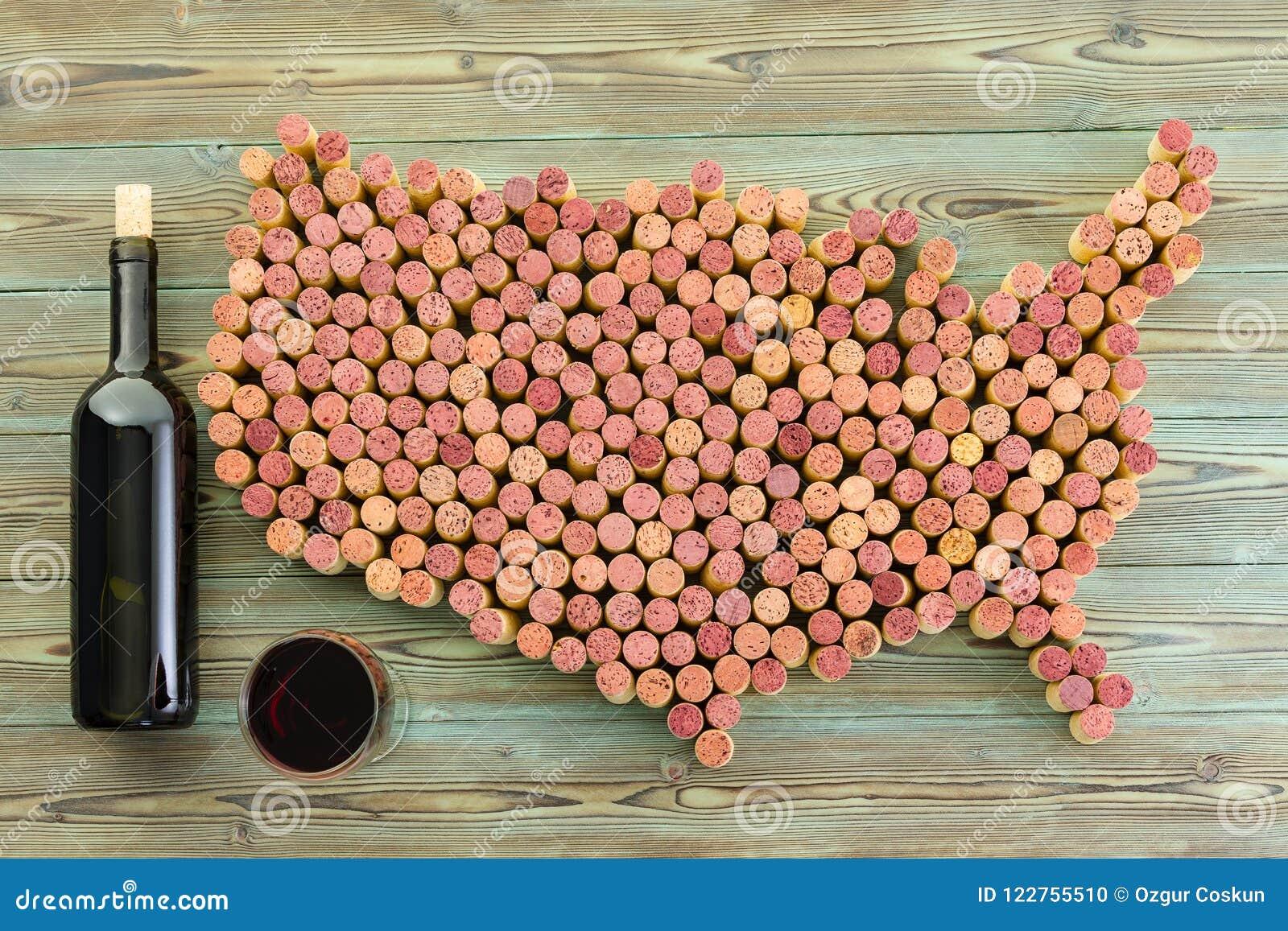 USA-Karte von alten Weinkorken mit Flasche und Glas