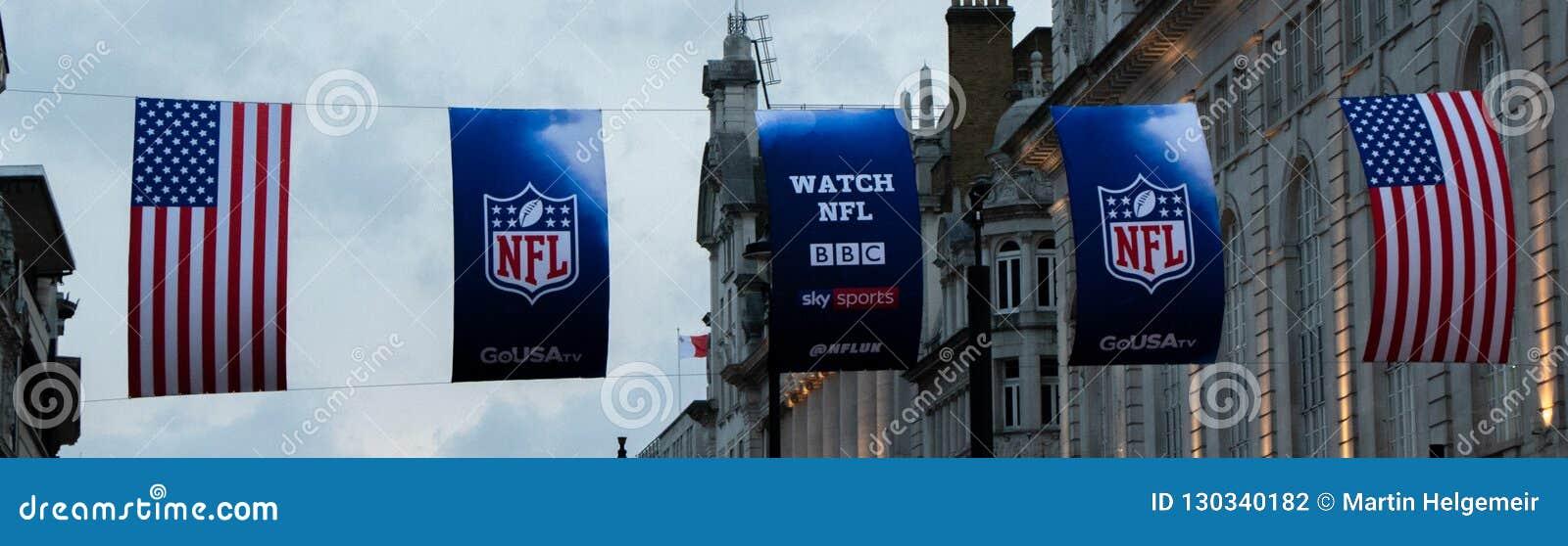 USA och NFL-flagga i London på Piccadilly Circus