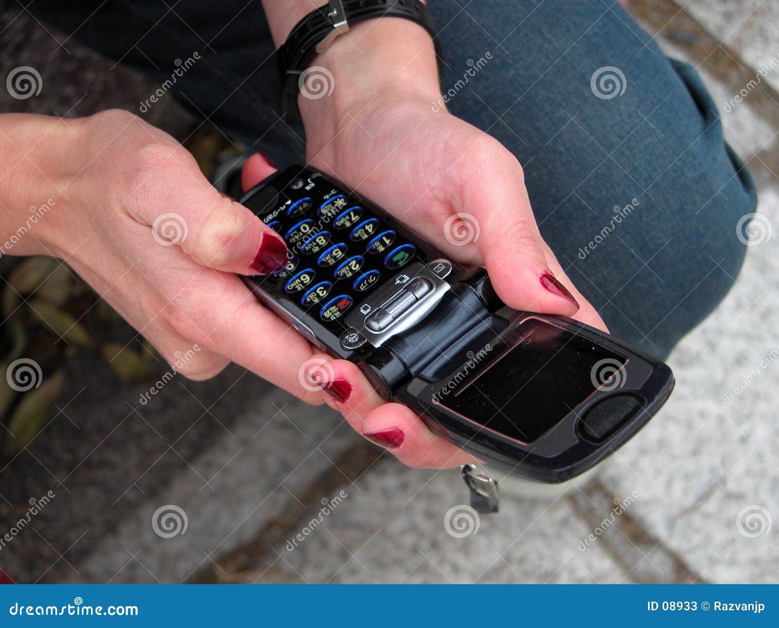 Usando un teléfono práctico