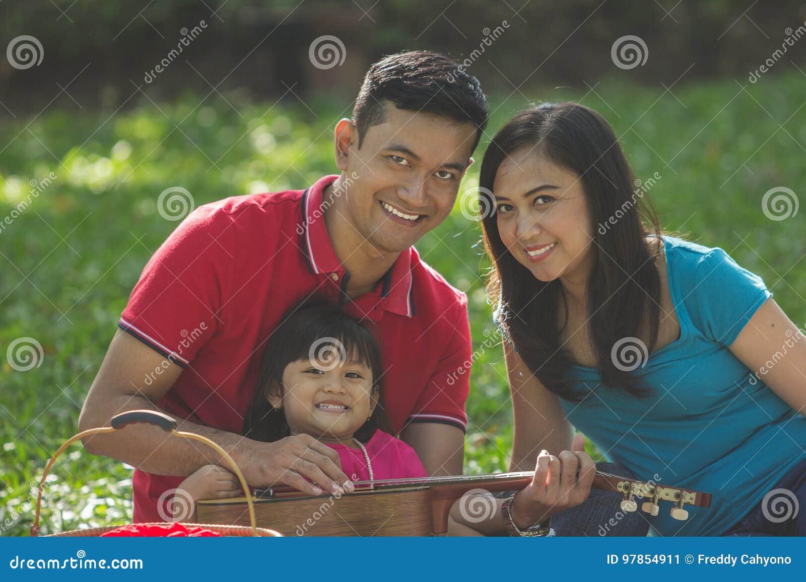 Uscita asiatica della famiglia in natura