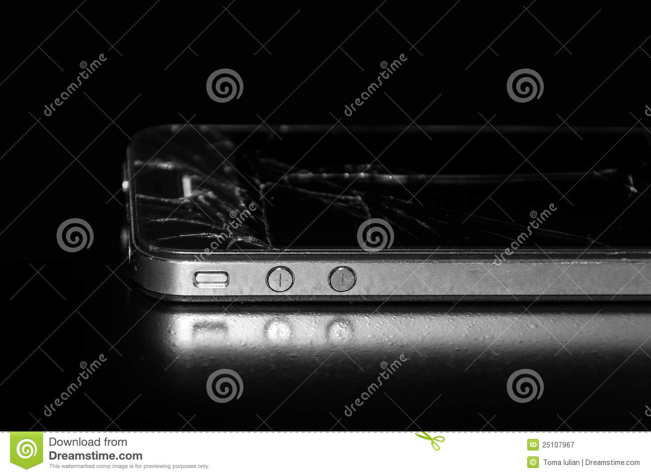 Used and broken Apple IPhone 4S