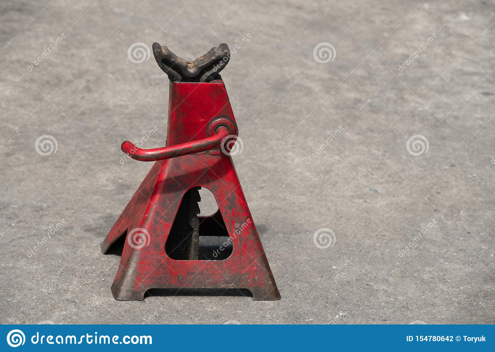 Used red high lift jack stand