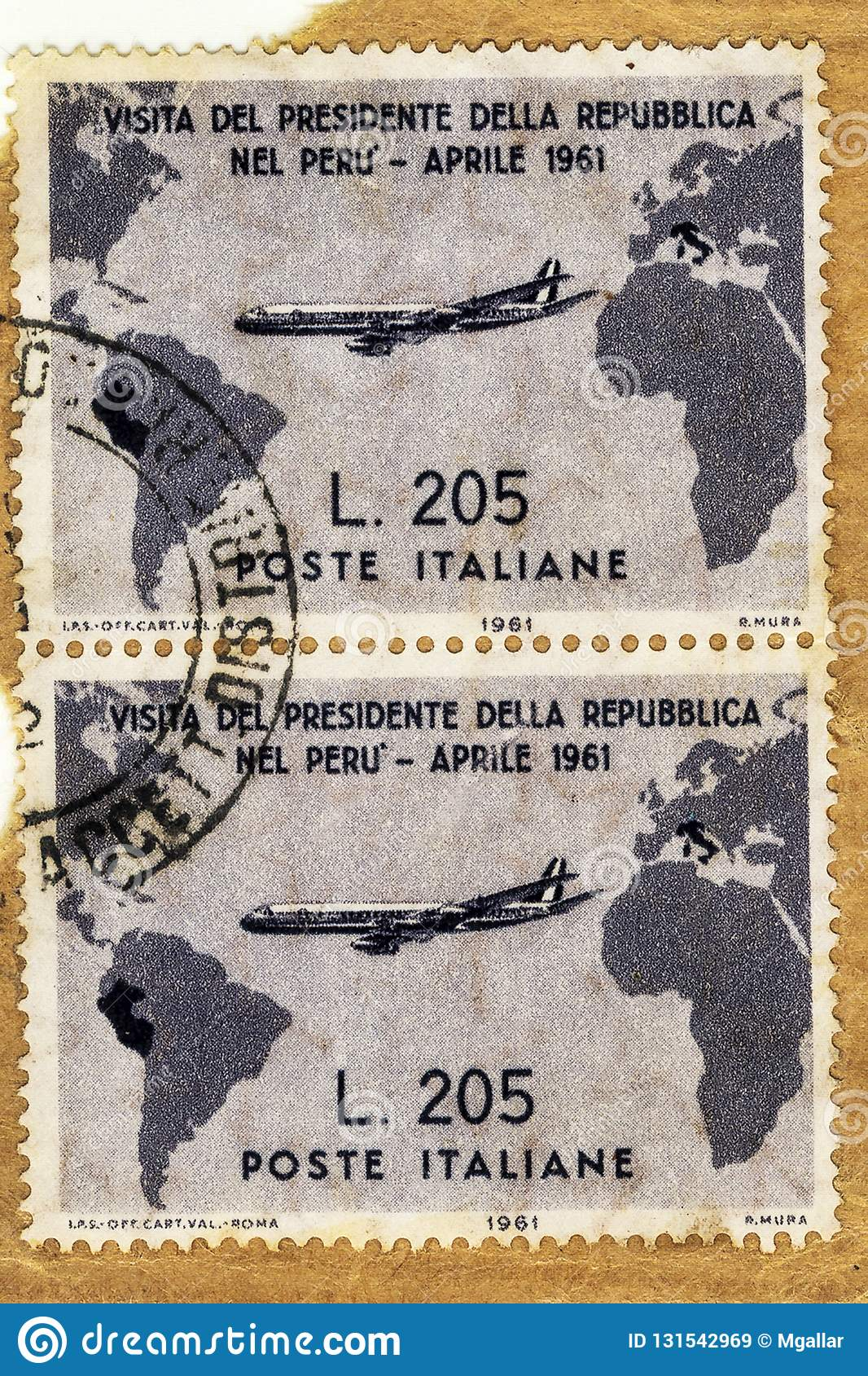 Used and traveled vertical pair of Italian grey Gronchi stamp of worth 205 Lire