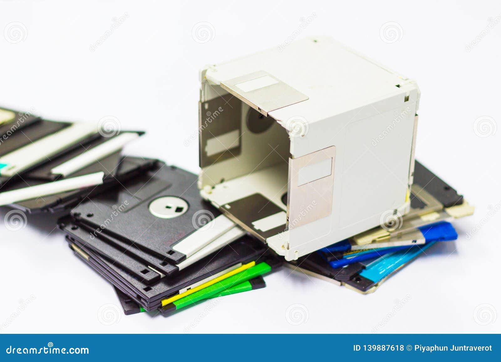 Usi creativi per il floppy disk obsoleto