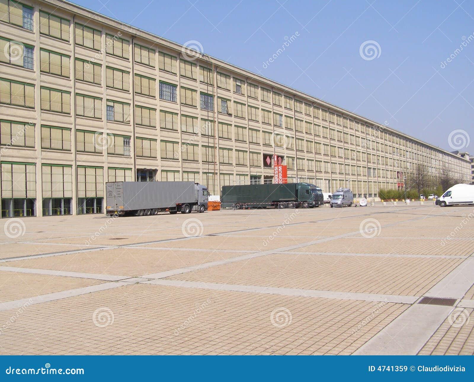 usine de fiat lingotto torino turin images libres de droits image 4741359. Black Bedroom Furniture Sets. Home Design Ideas