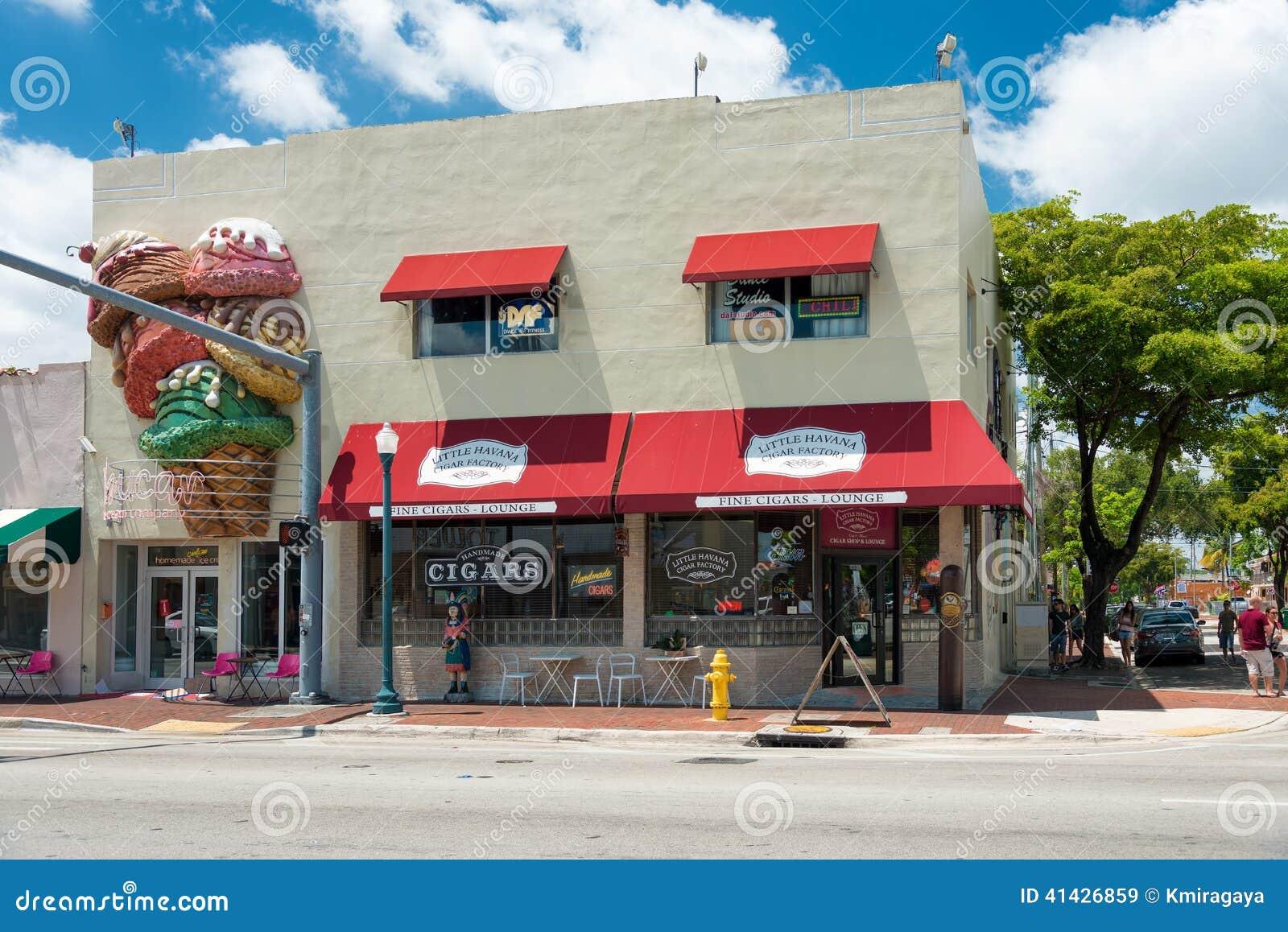 Usine faite main de cigare à peu de La Havane, Miami