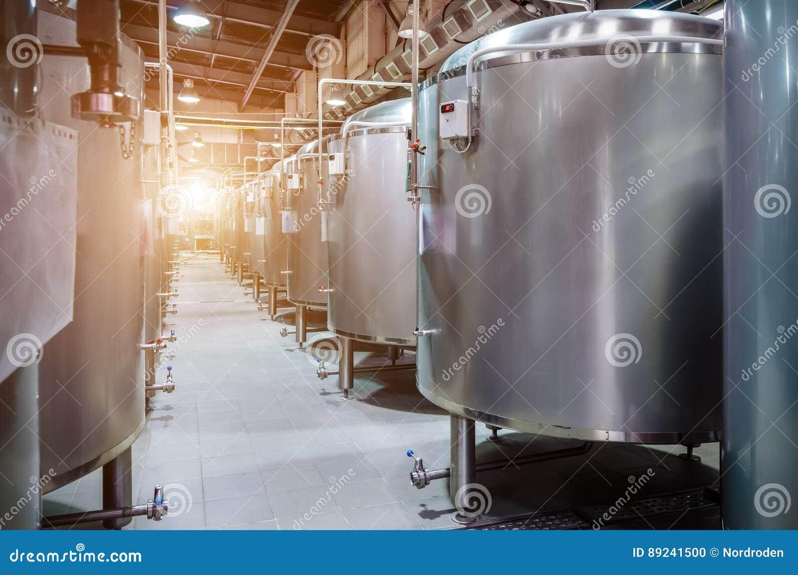 Usine moderne de bière Petits réservoirs en acier pour la fermentation de la bière