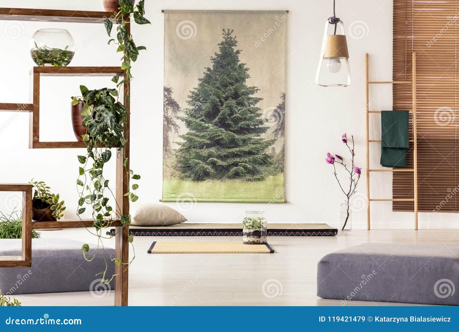 Deco Avec Une Echelle En Bois usines sur une étagère en bois dans un esprit oriental d