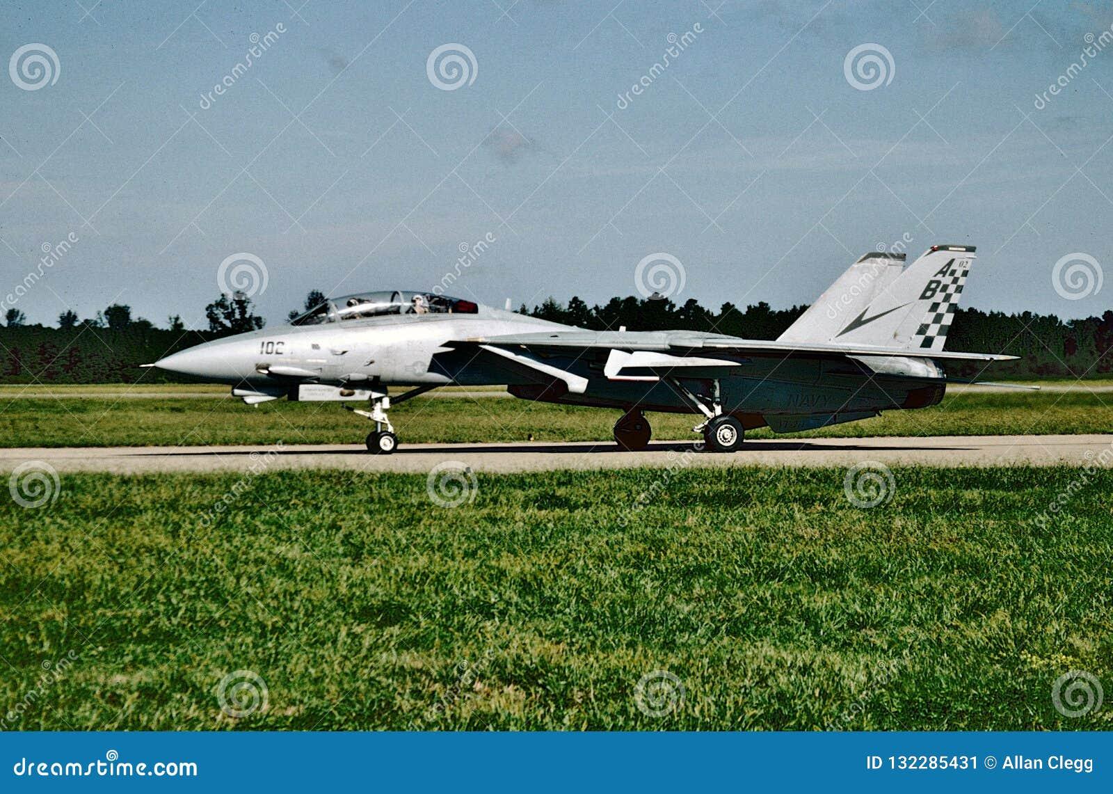 USN Grumman F-14A Tomcat BuNo 16210 prêt pour sa prochaine mission chez NAS Oceana le 1er octobre 2004