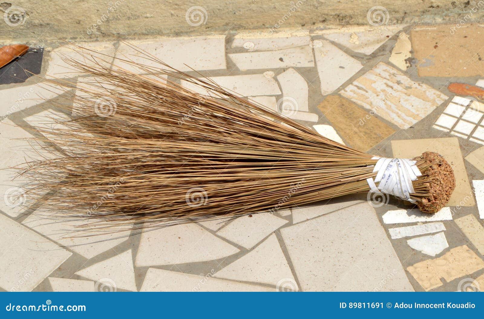 Uso del manico di scopa africano