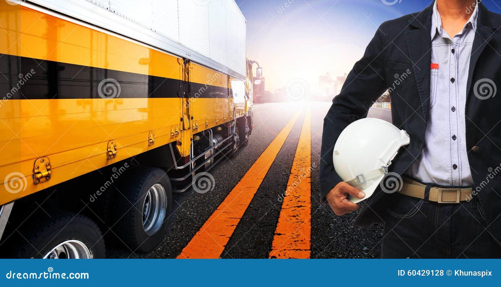 Uso do caminhão do homem e do recipiente de funcionamento para o transporte terrestre, indústria