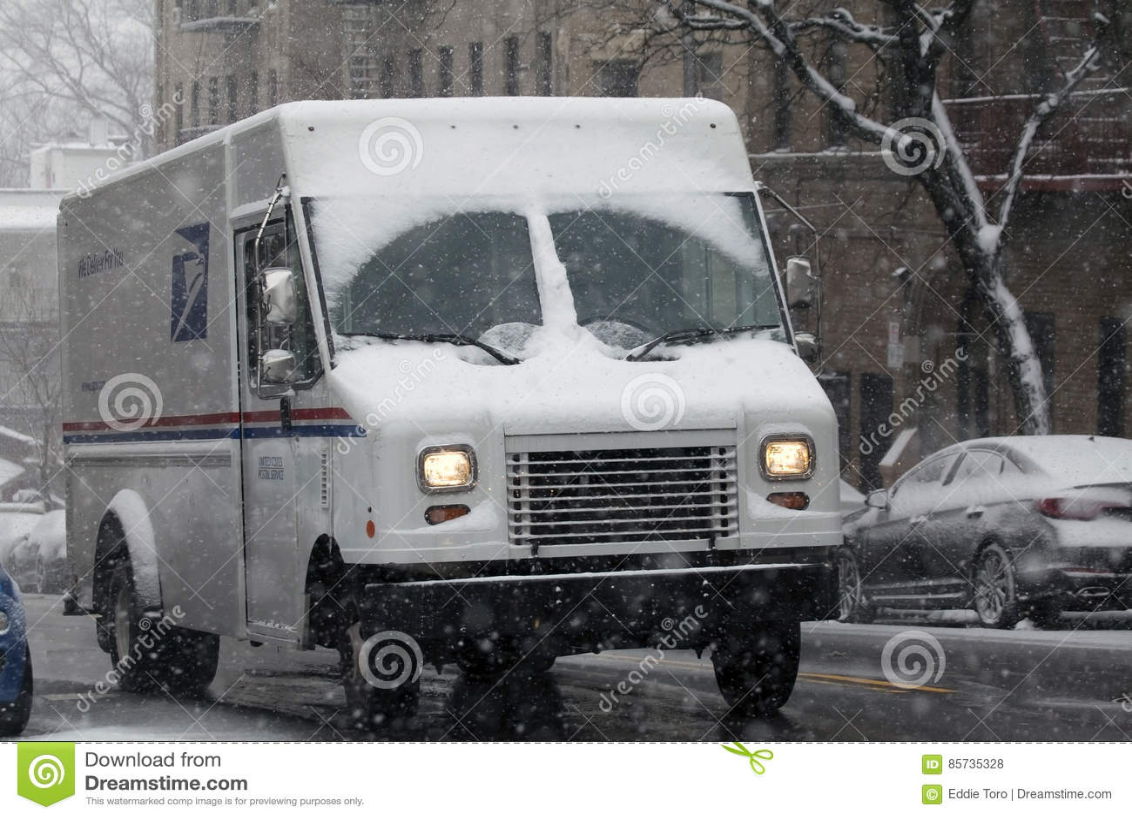 USPS-LKW im Schneesturm im Bronx