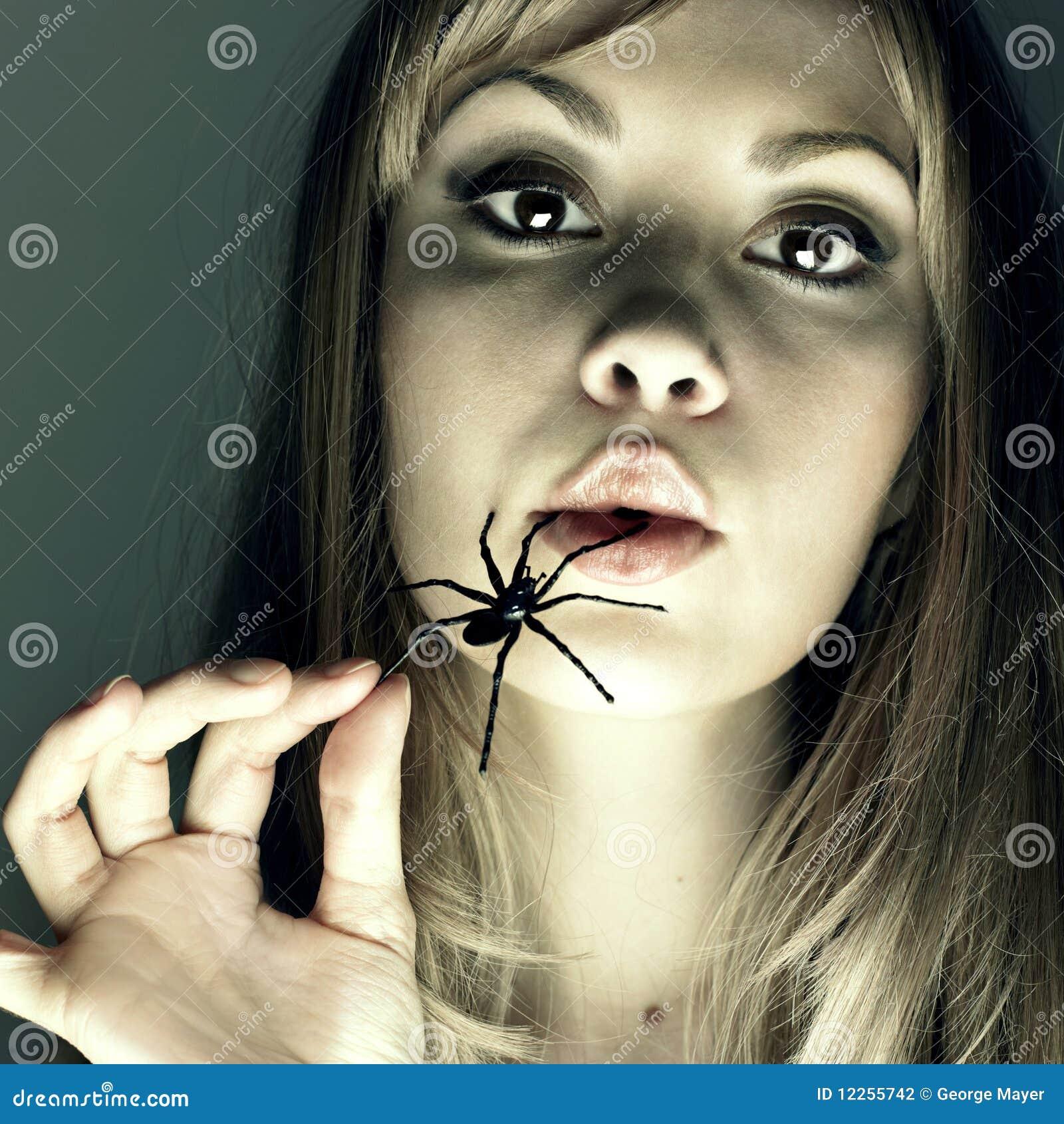 Usta pająka kobiety potomstwa