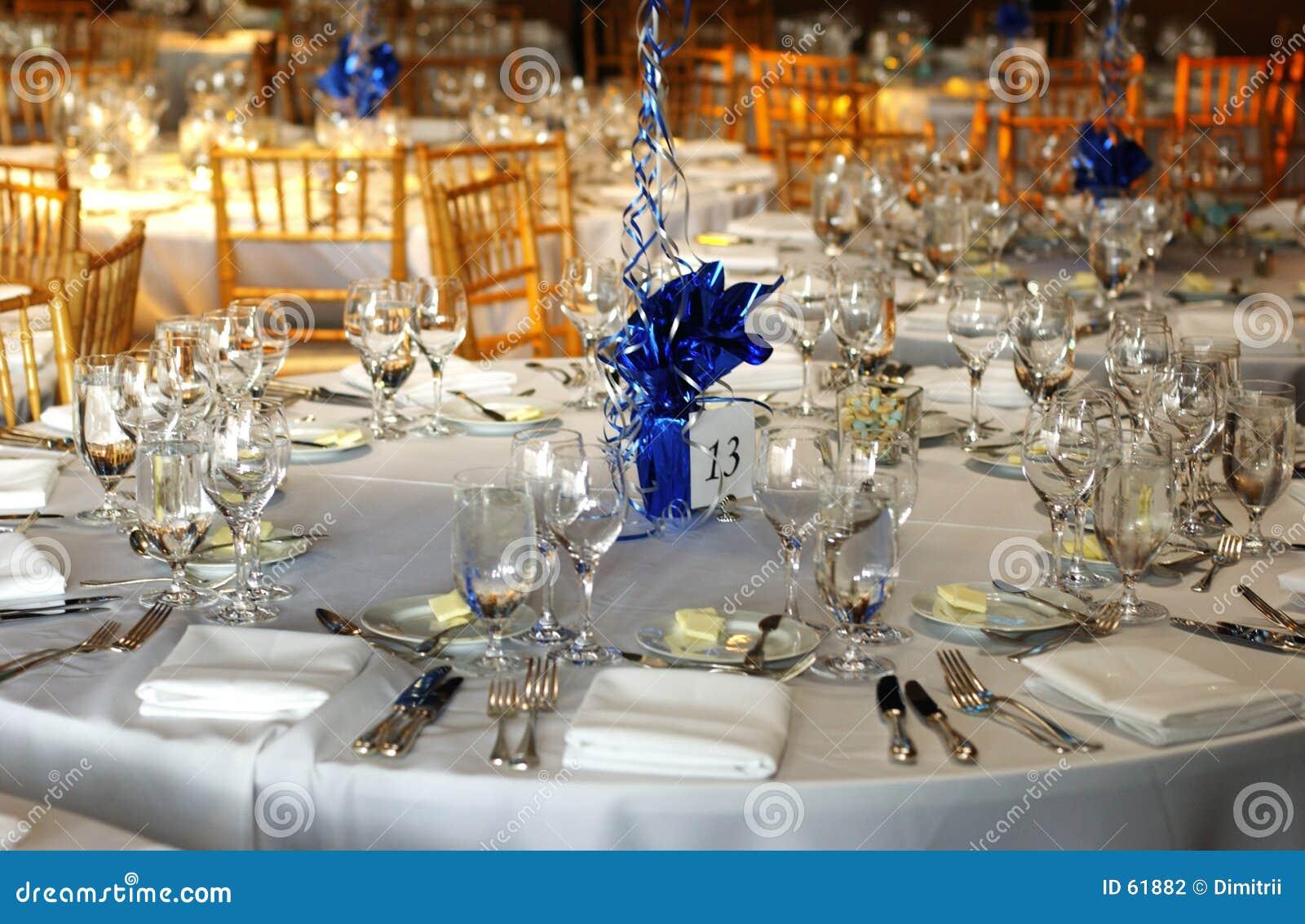 Ustawić stół