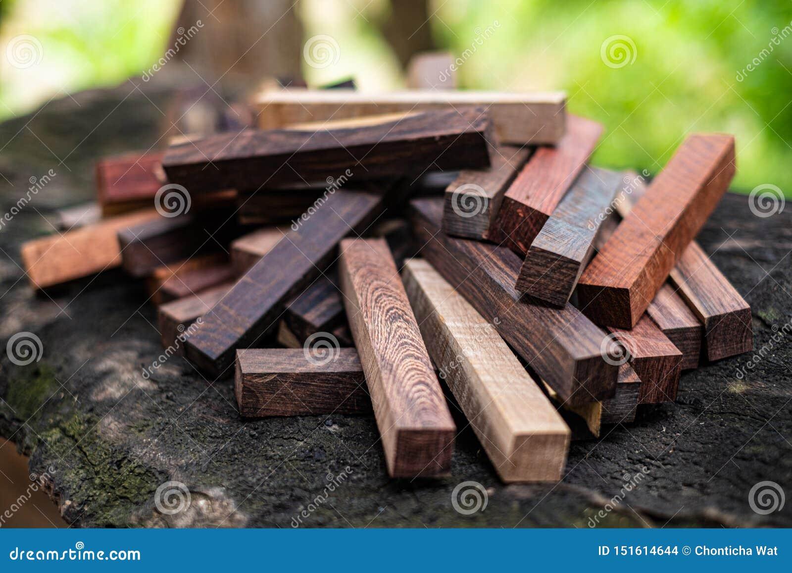 Ustawia Egzotycznego drewnianego reala dla pustego miejsca pi?ra