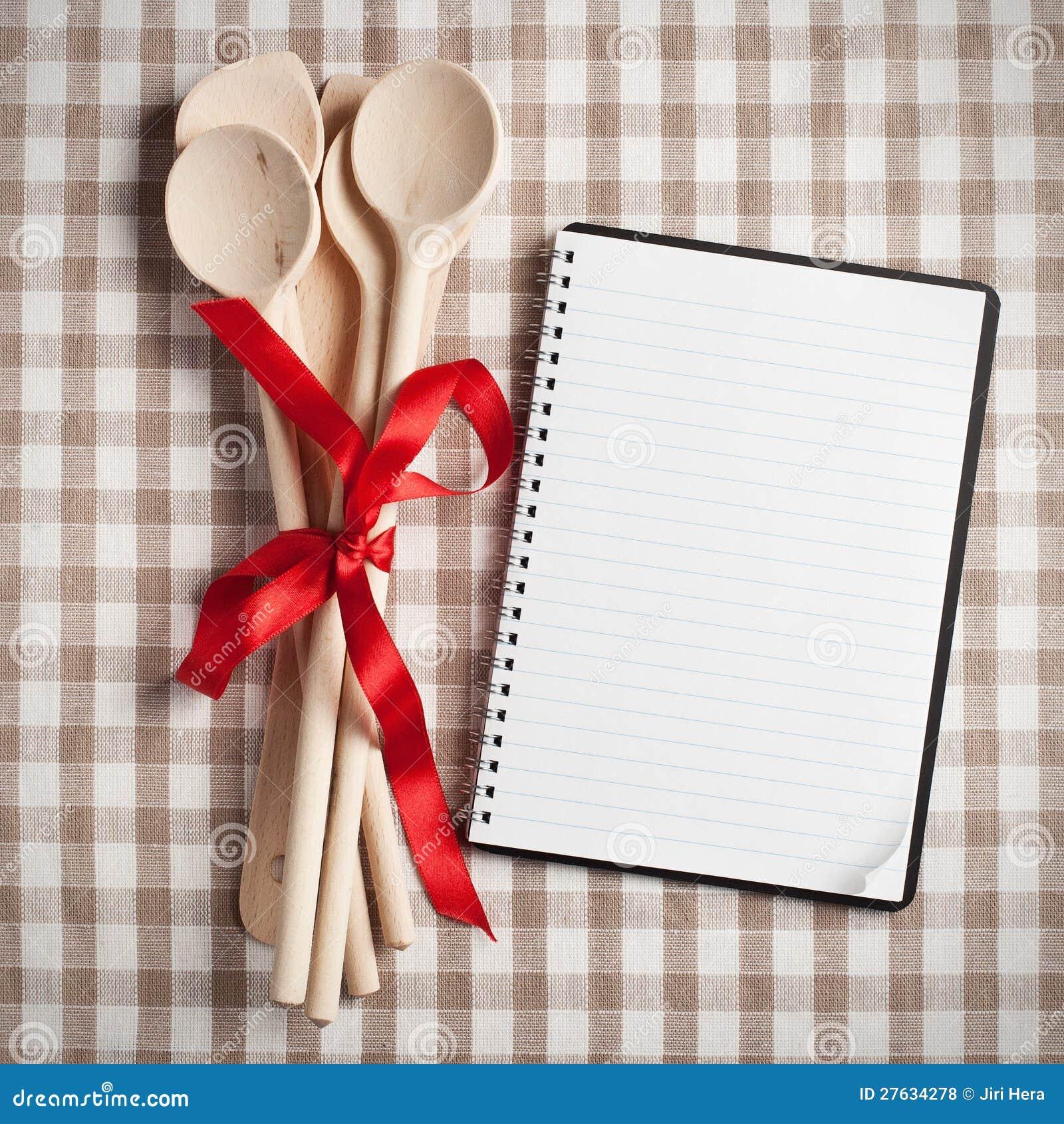 ustensile de cuisine avec le livre blanc de recette photo stock image du panneau repas 27634278. Black Bedroom Furniture Sets. Home Design Ideas