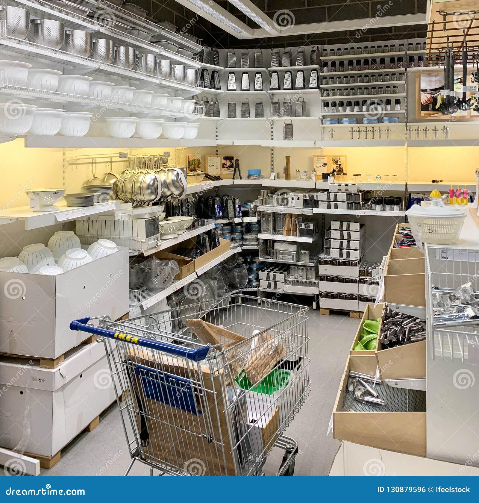 Ustensiles De Cuisine A Vendre A L Interieur De Magasin D Ikea