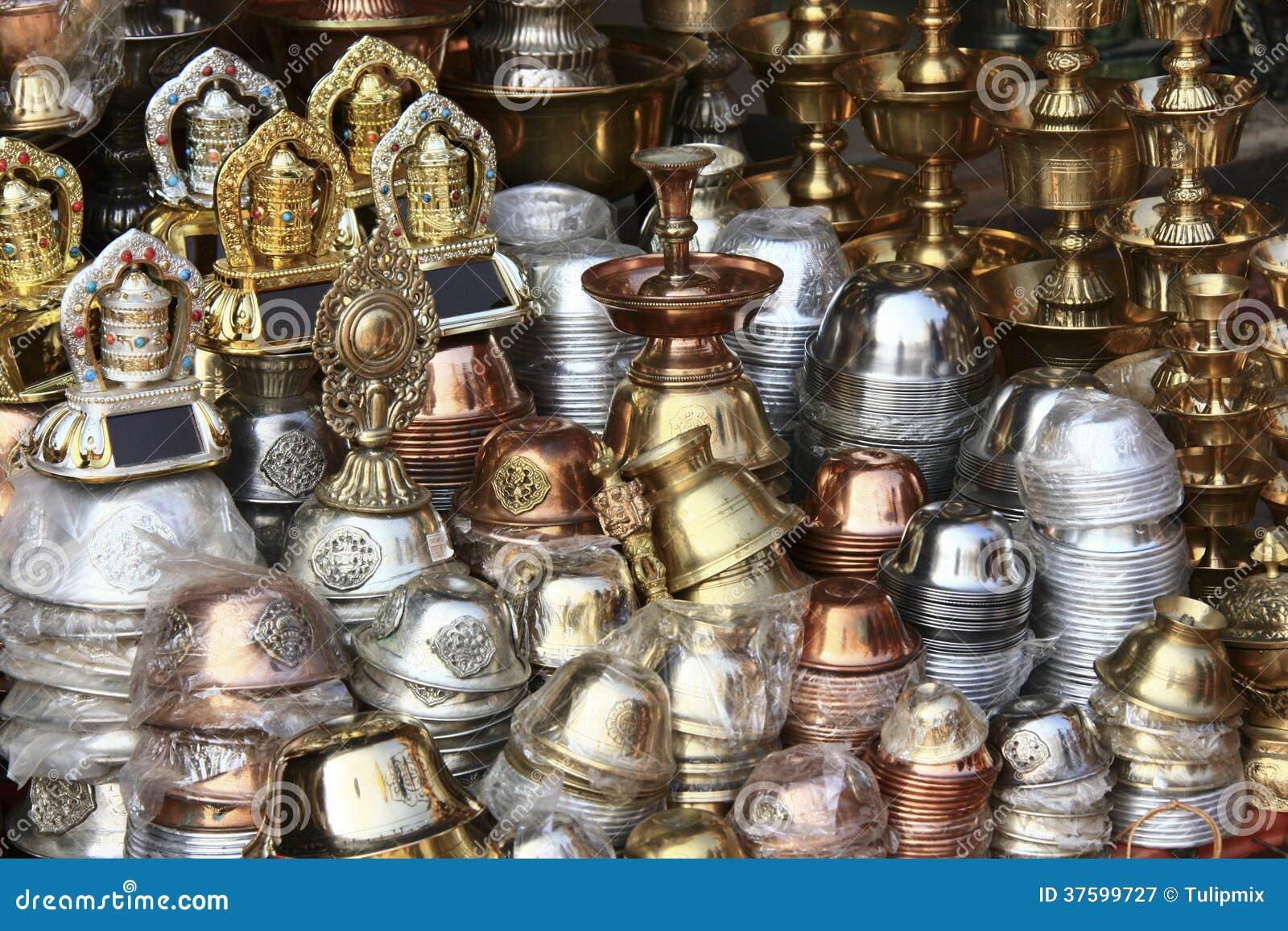 Ustensiles en métal vendus au Népal