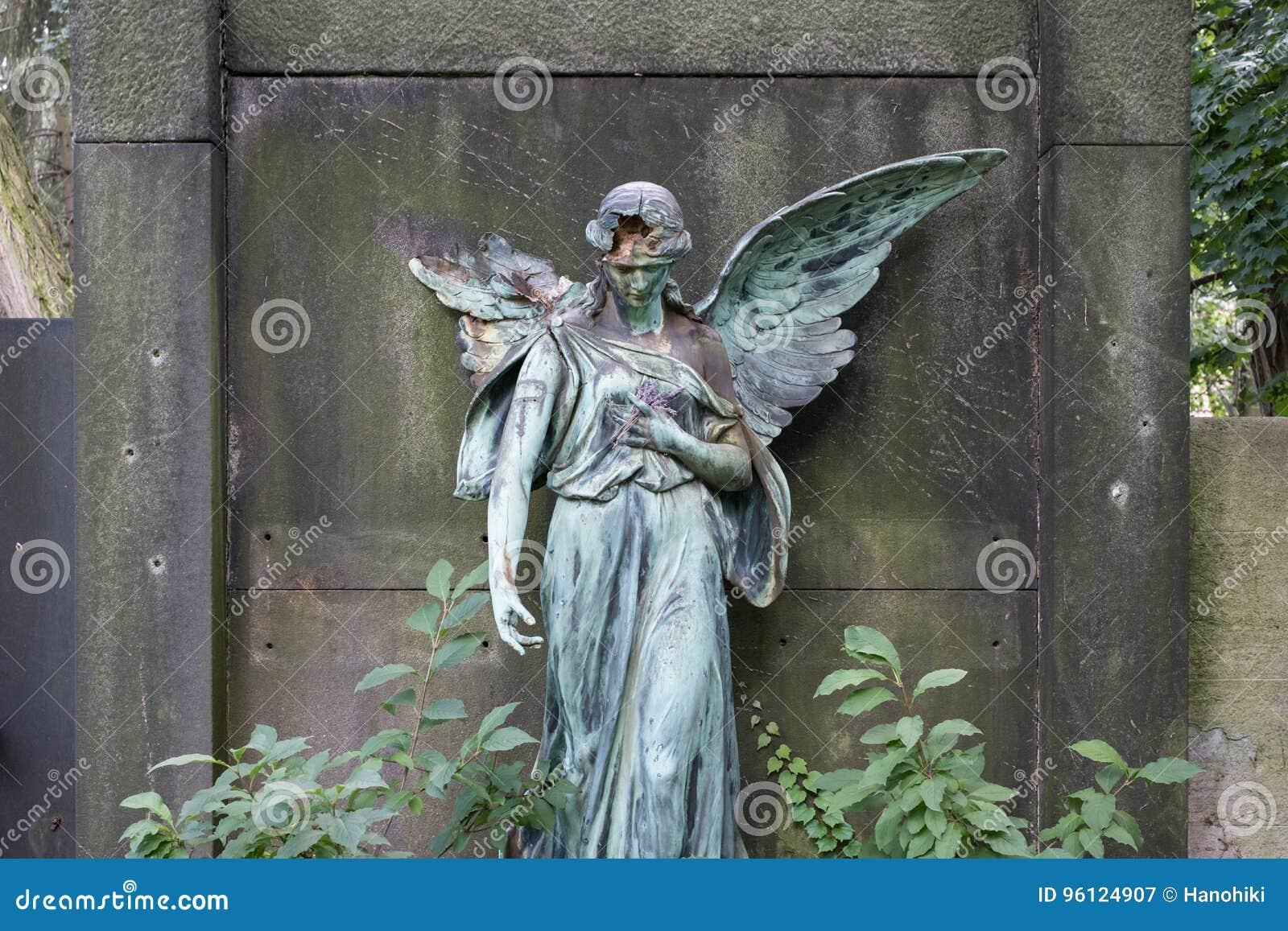 Uszkadzająca rzeźba żeńska anioł statua