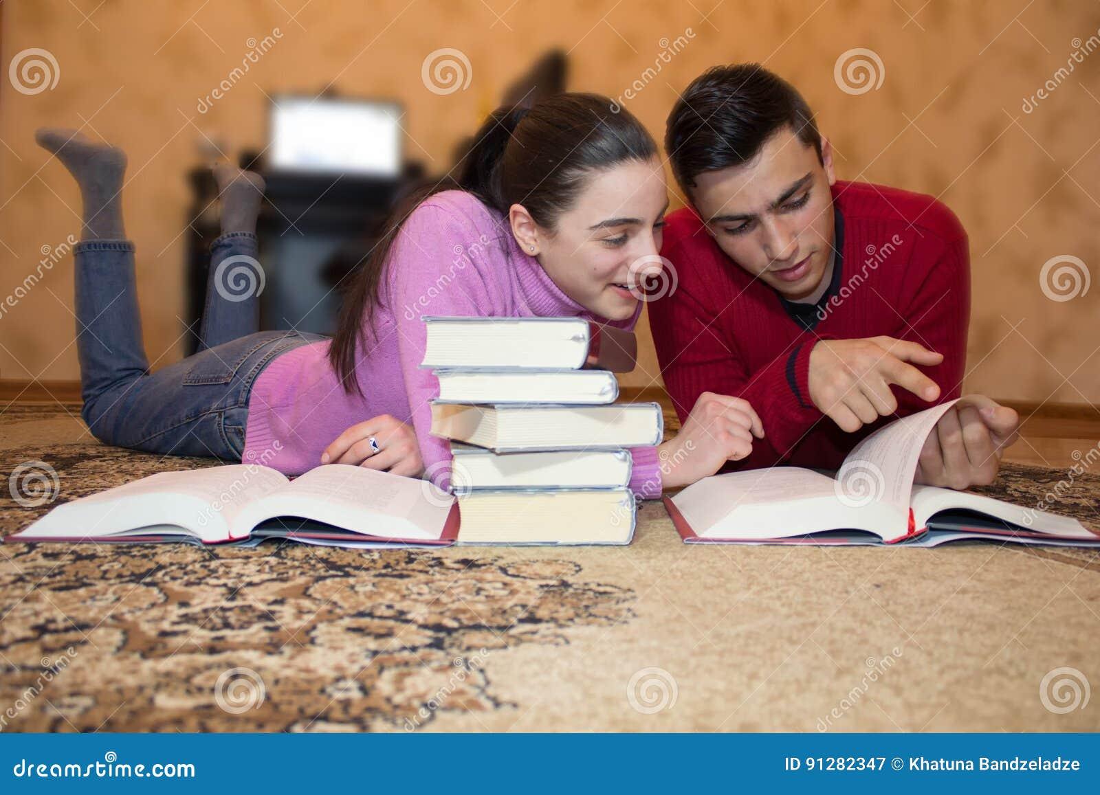 Utbildning och utveckling av livexpertis lästa bokbarn