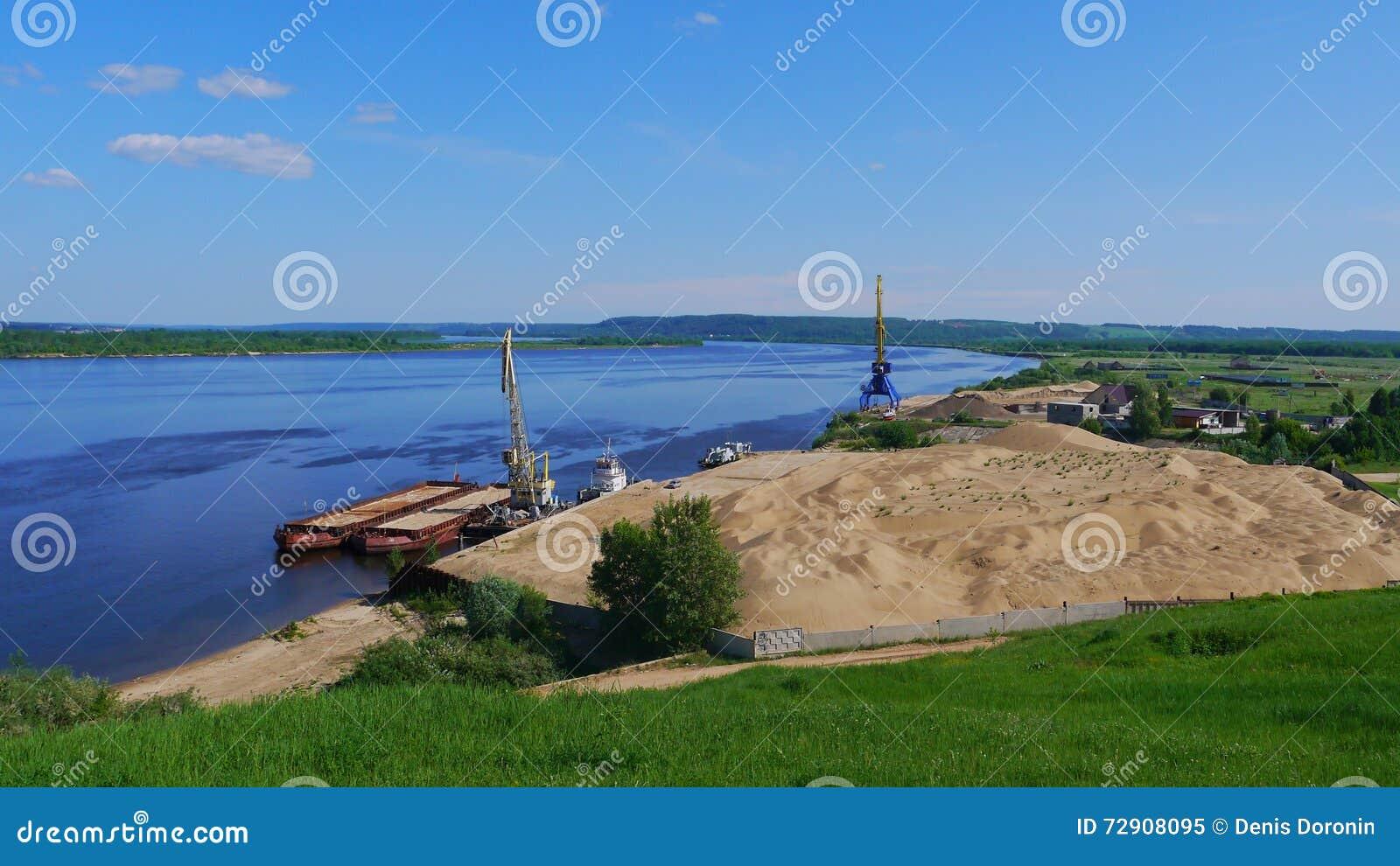 Utdragning av sand från flodsäng