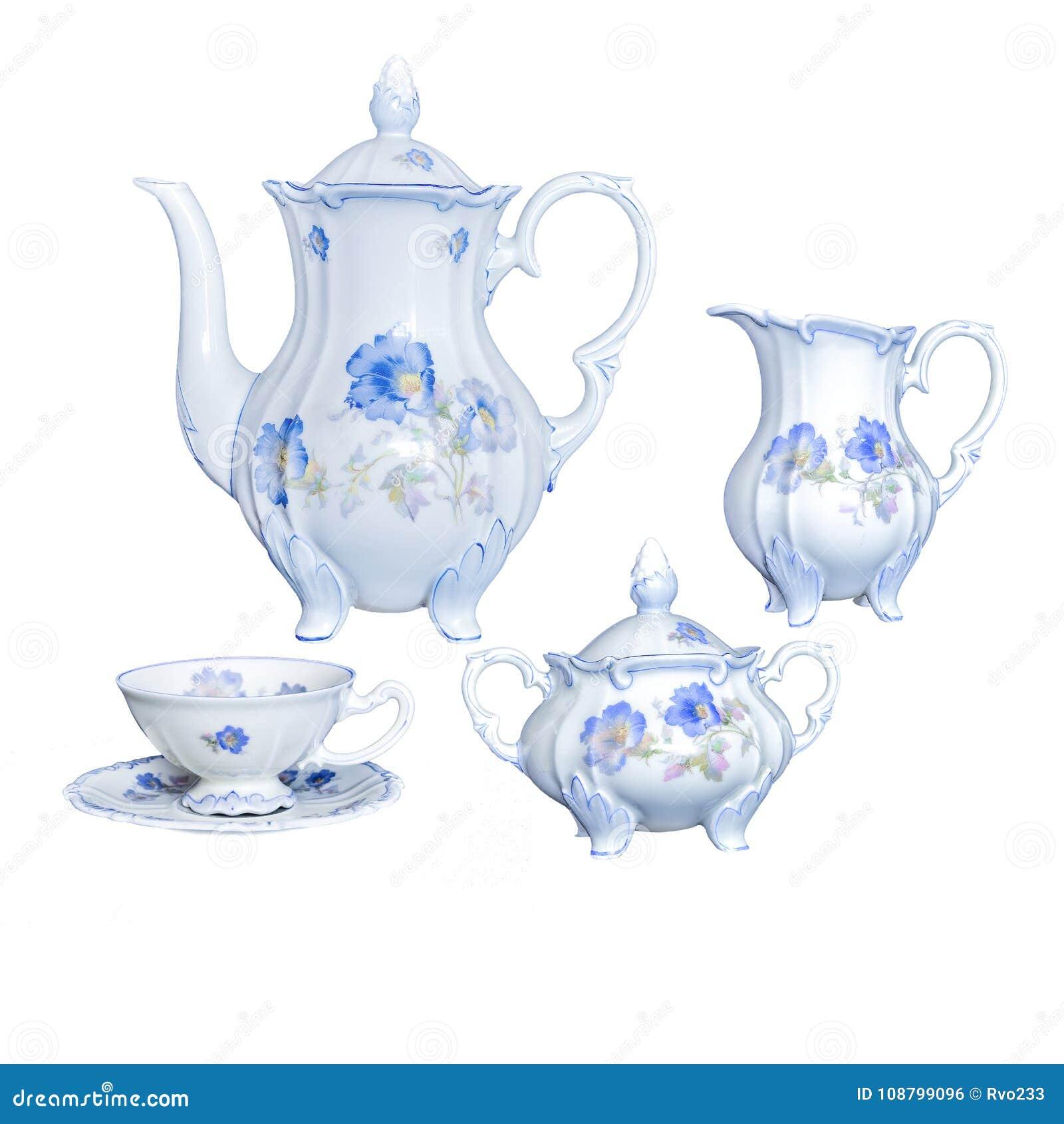 Utensílio elegante antigo do chá da porcelana do vintage em um backgro branco