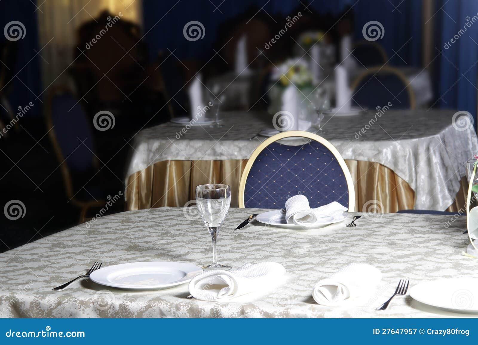 Utens lios de mesa no restaurante fotografia de stock for Utensilios de restaurante