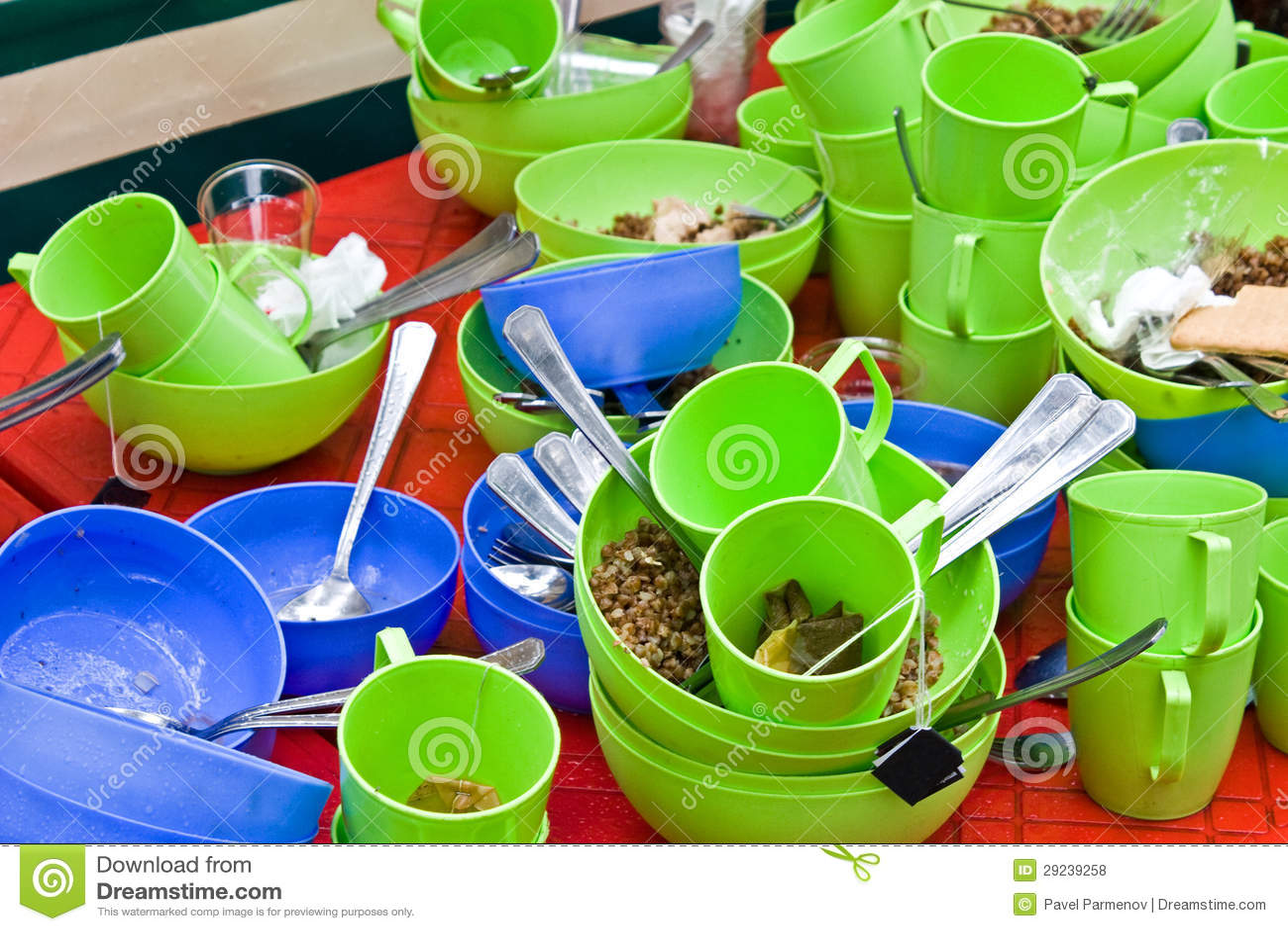 Download Utensílios de mesa sujos foto de stock. Imagem de saucer - 29239258