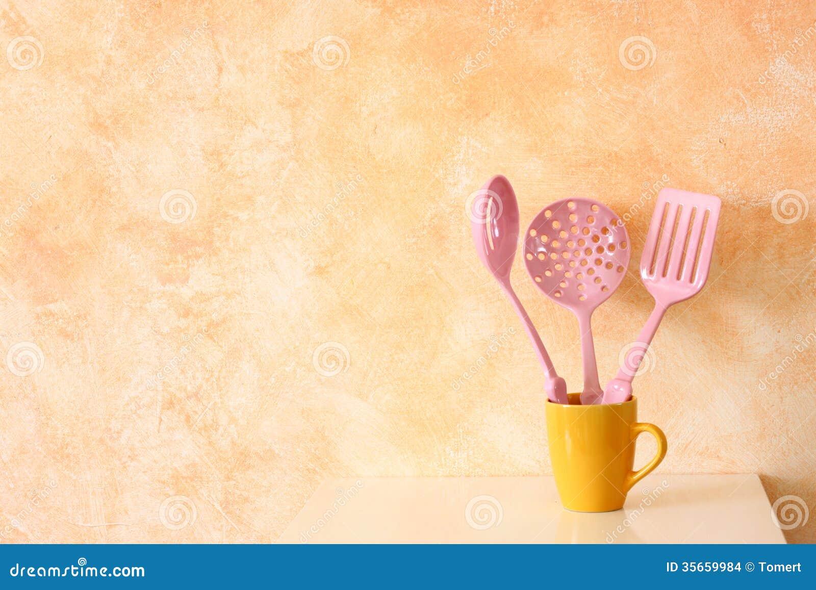 Parete Gialla Cucina : da cucina della cucina. spatole in tazza gialla ...