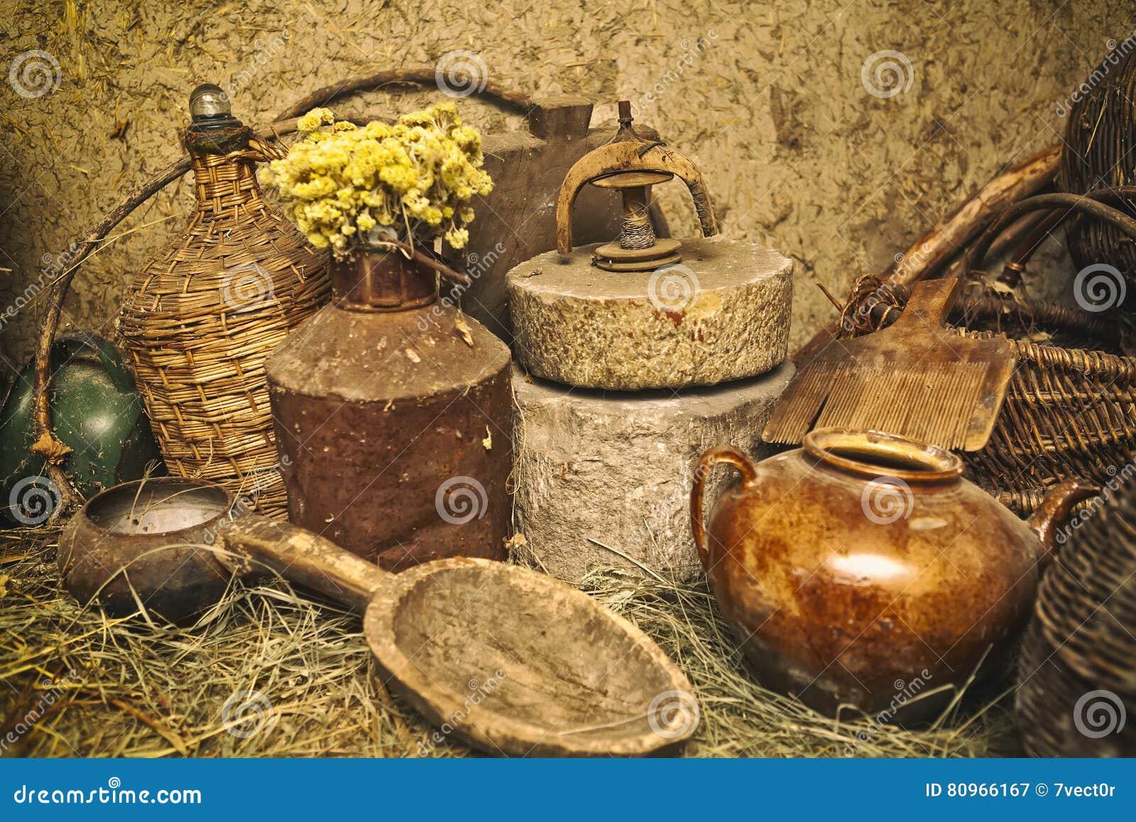 Utensilios antiguos de la cocina fotos de stock for Utensilios antiguos de cocina