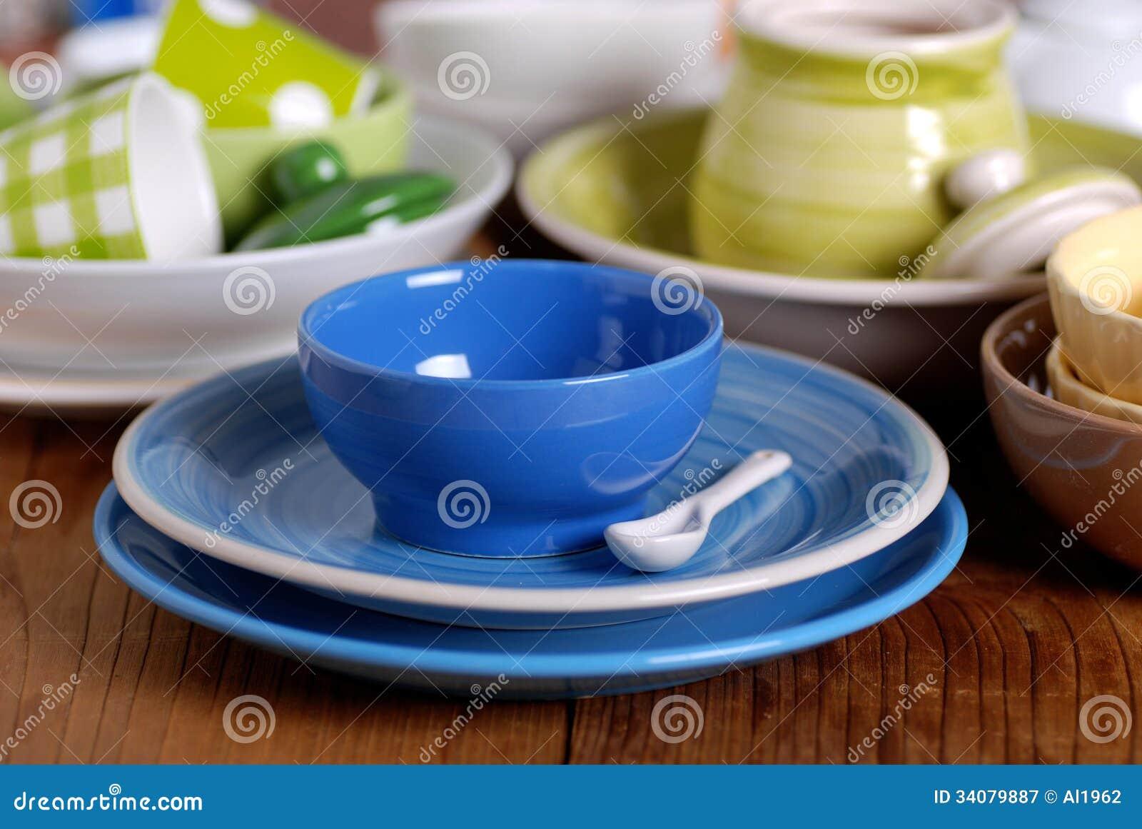 Utensilios de cer mica coloridos de la cocina fotograf a for Utensilios de cocina de ceramica