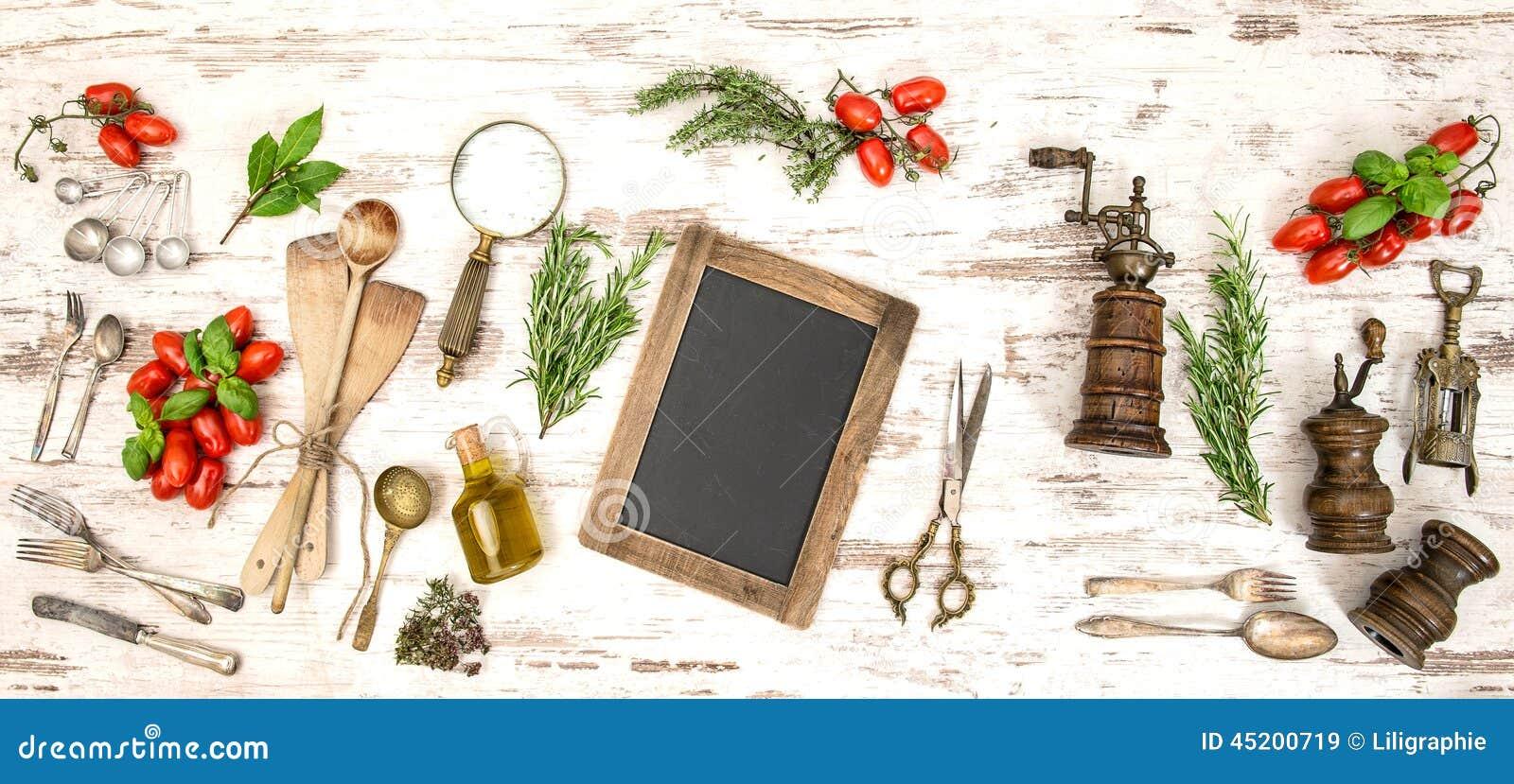 Utensilios de la cocina del vintage con los tomates y las for Utensilios de cocina vintage