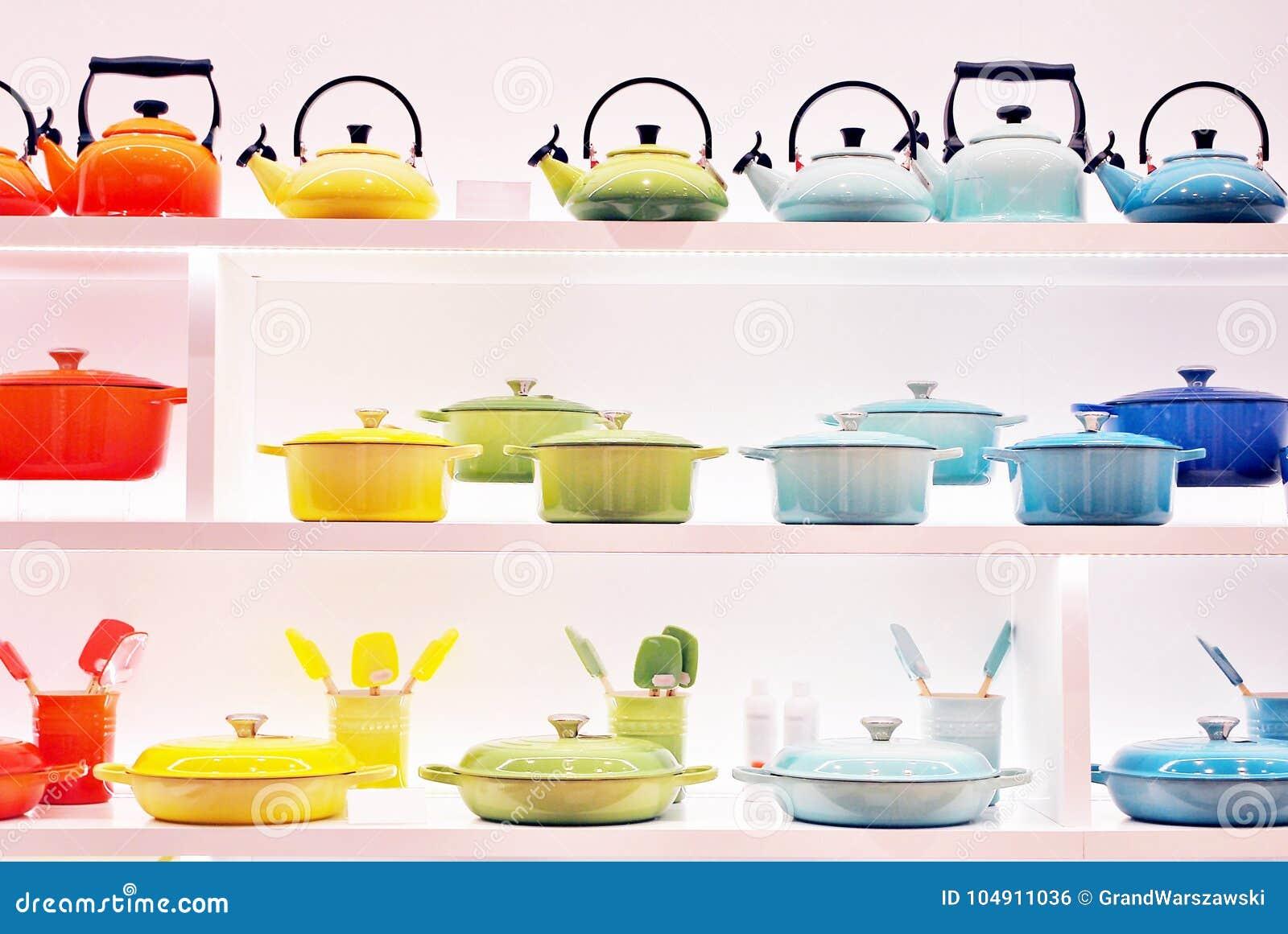 Tiendas De Utensilios De Cocina | Utensilios De La Cocina En La Exhibicion En Tienda Foto De Archivo