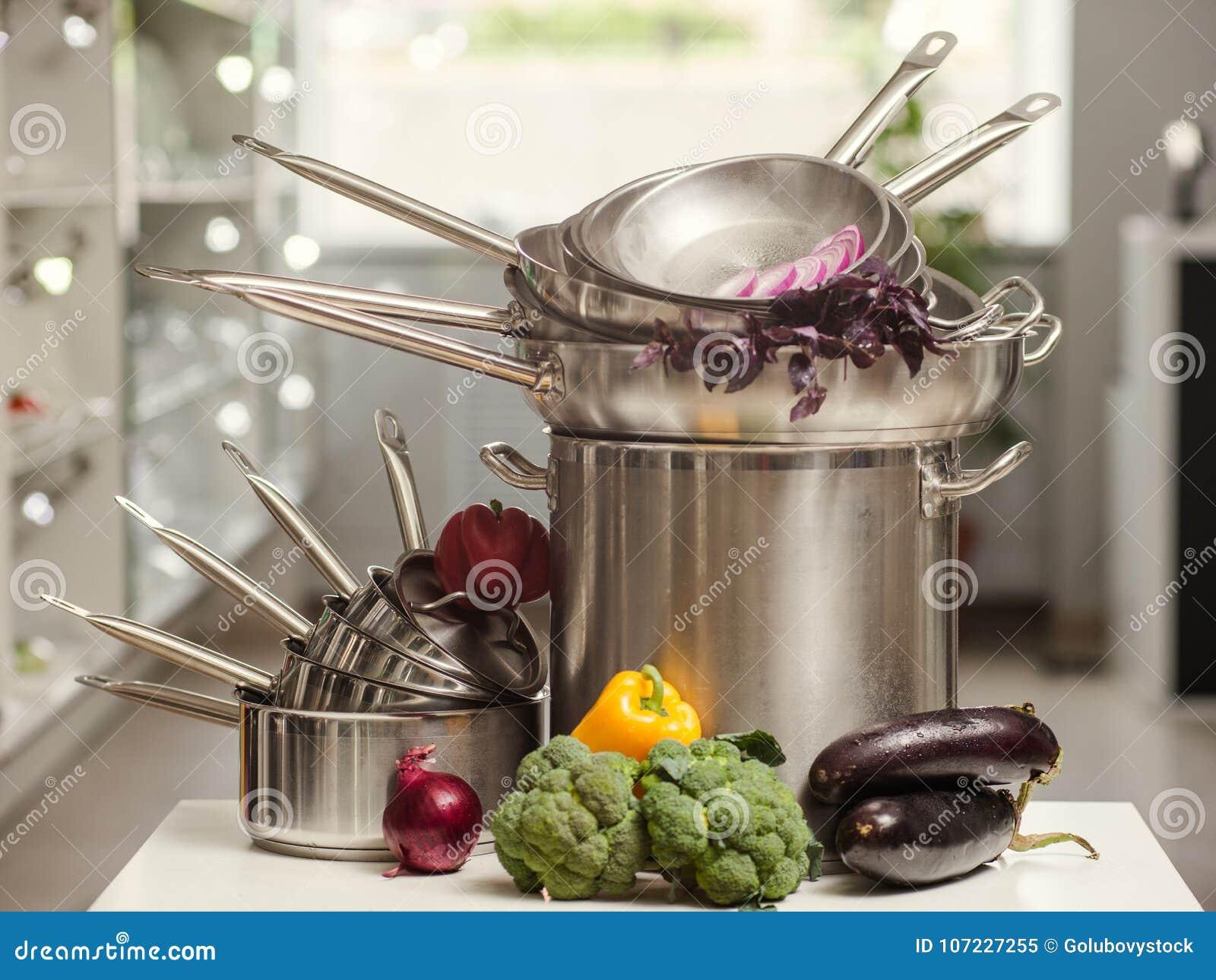 Utensilios De Cocina Profesional | Utensilios Profesionales De La Cocina Que Cocinan La Comida Imagen